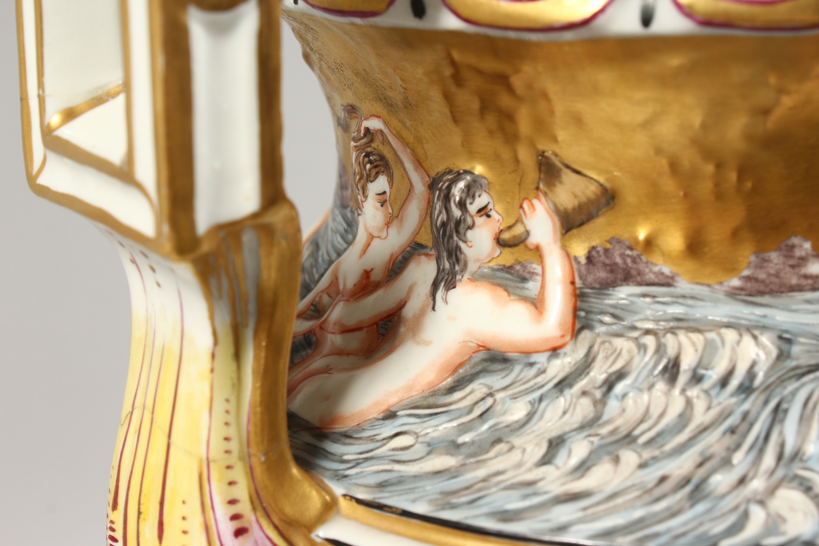 A SUPERB LARGE CAPODIMONTE TWO HANDLED URN SHAPE VASE AND COVER with gilt ground, with classical - Image 12 of 17