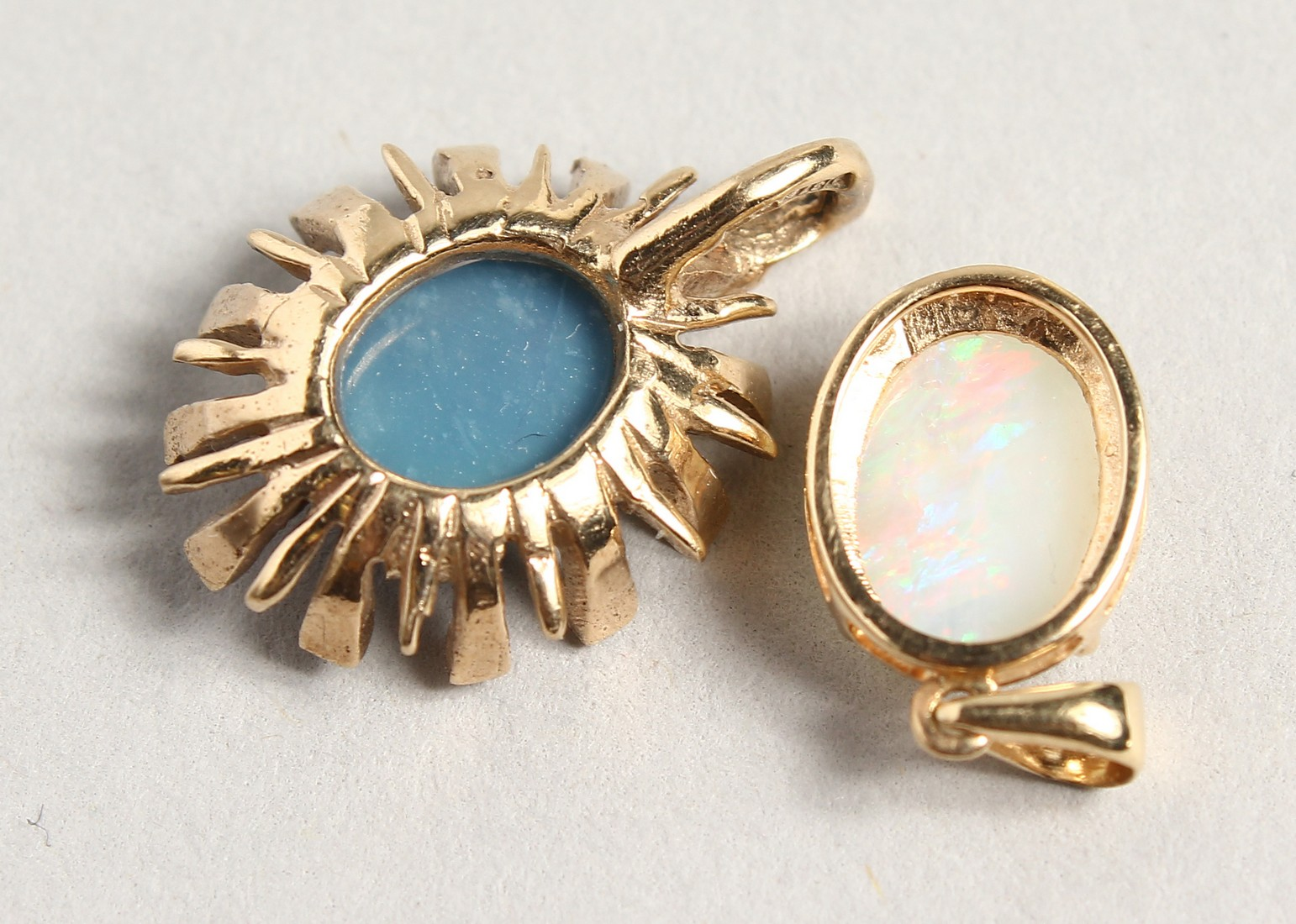 TWO SMALL GOLD OPAL PENDANTS - Image 3 of 3