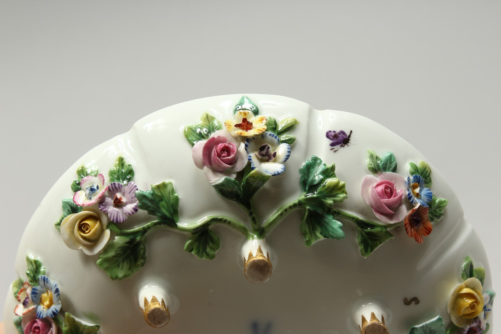 TWO MEISSEN PORCELAIN CUPS AND SAUCERS AND A SAUCER, encrusted with flowers and painted with - Image 13 of 16