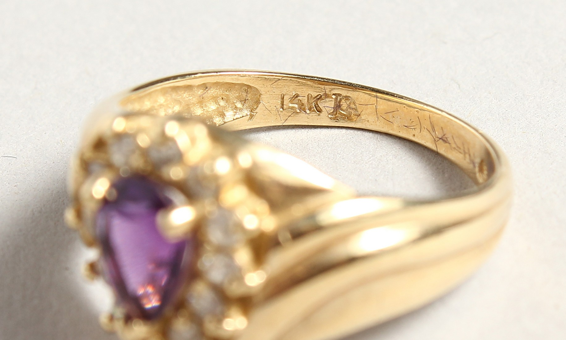 A 14CT GOLD, AMETHYST AND DIAMOND TEAR DROP RING - Image 4 of 4
