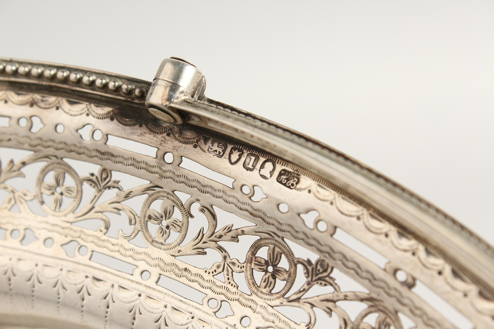 A FINE GEORGE III SILVER CAKE BASKET by HESTER BATEMAN with bead edges and swing handles. London - Image 3 of 5