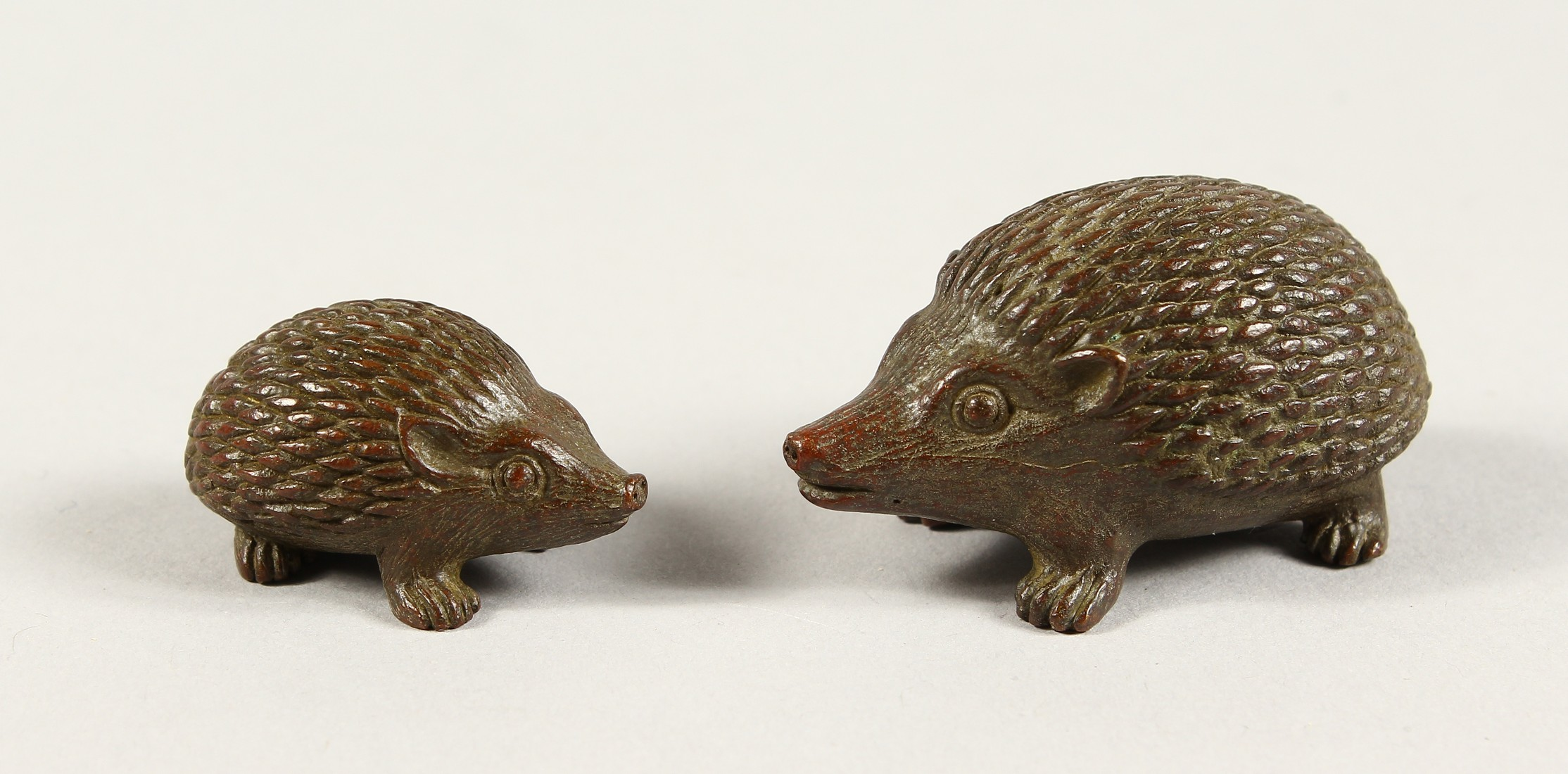 TWO JAPANESE BBRONZE HEDGEHOGS 2ins & 1.5ins long - Image 2 of 4