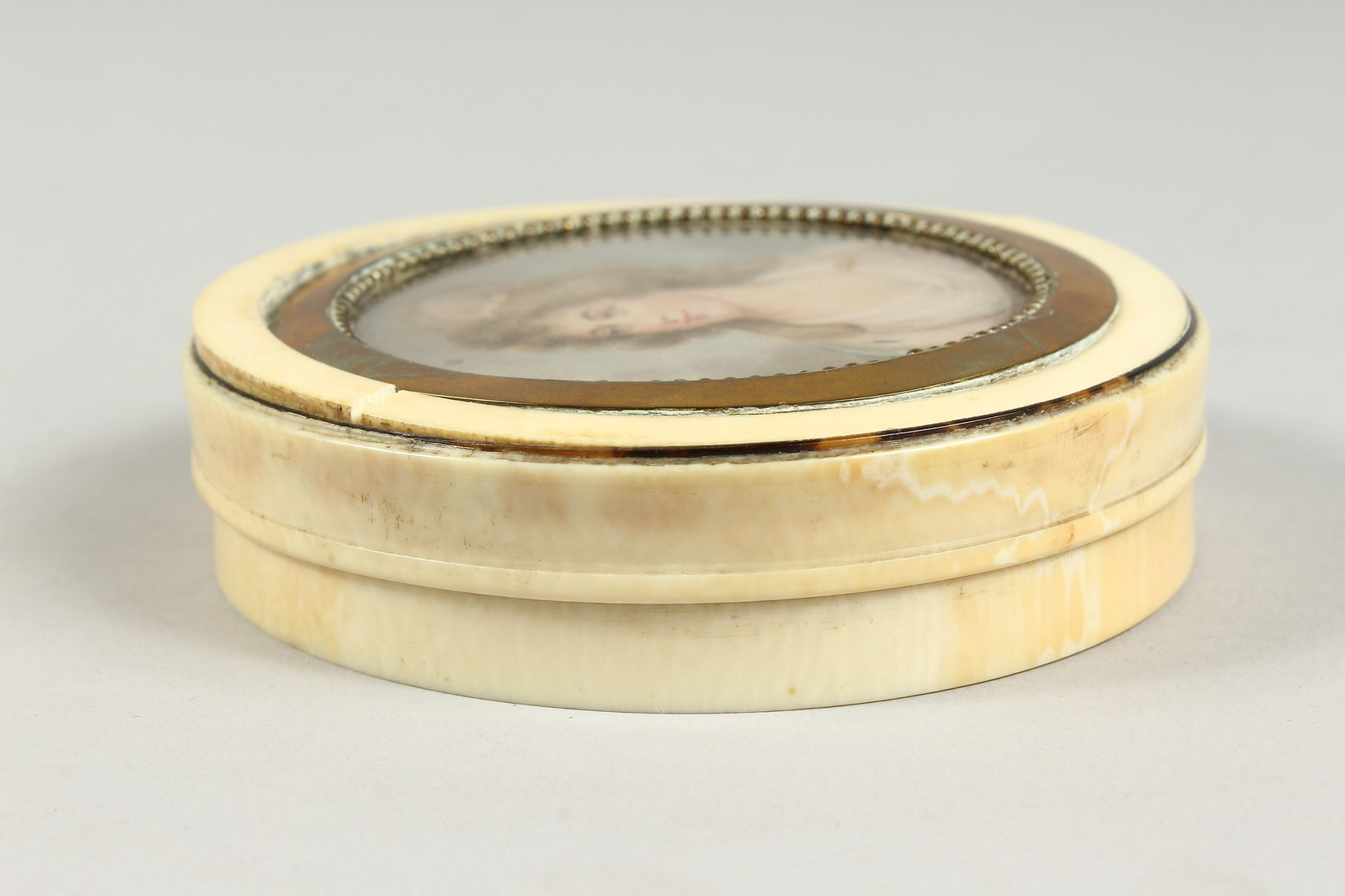 A GEORGIAN IVORY CIRCULAR BOX, the top painted with a portrait of Lady Mary Onslow. 3.75ins - Image 4 of 8