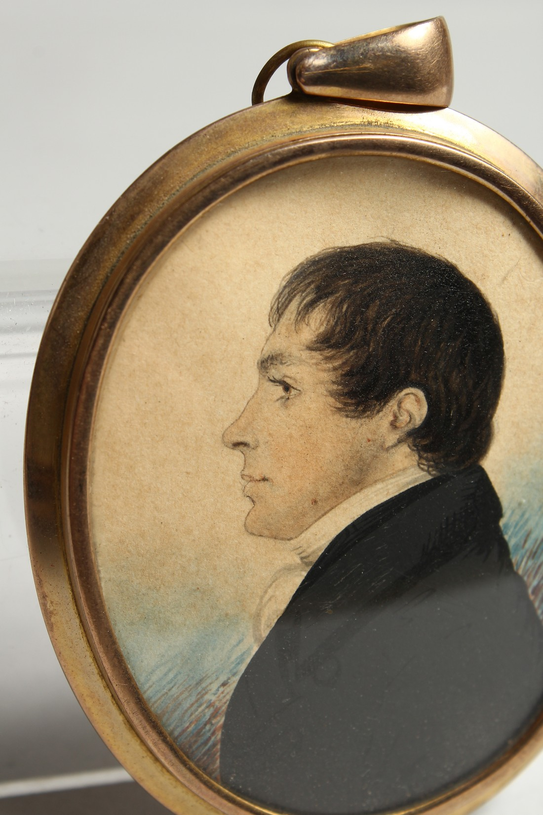 AN EARLY VICTORIAN OVAL MINIATURE OF A GENTLEMAN in a gilt frame. 2.25ins x 1.75ins - Image 3 of 7