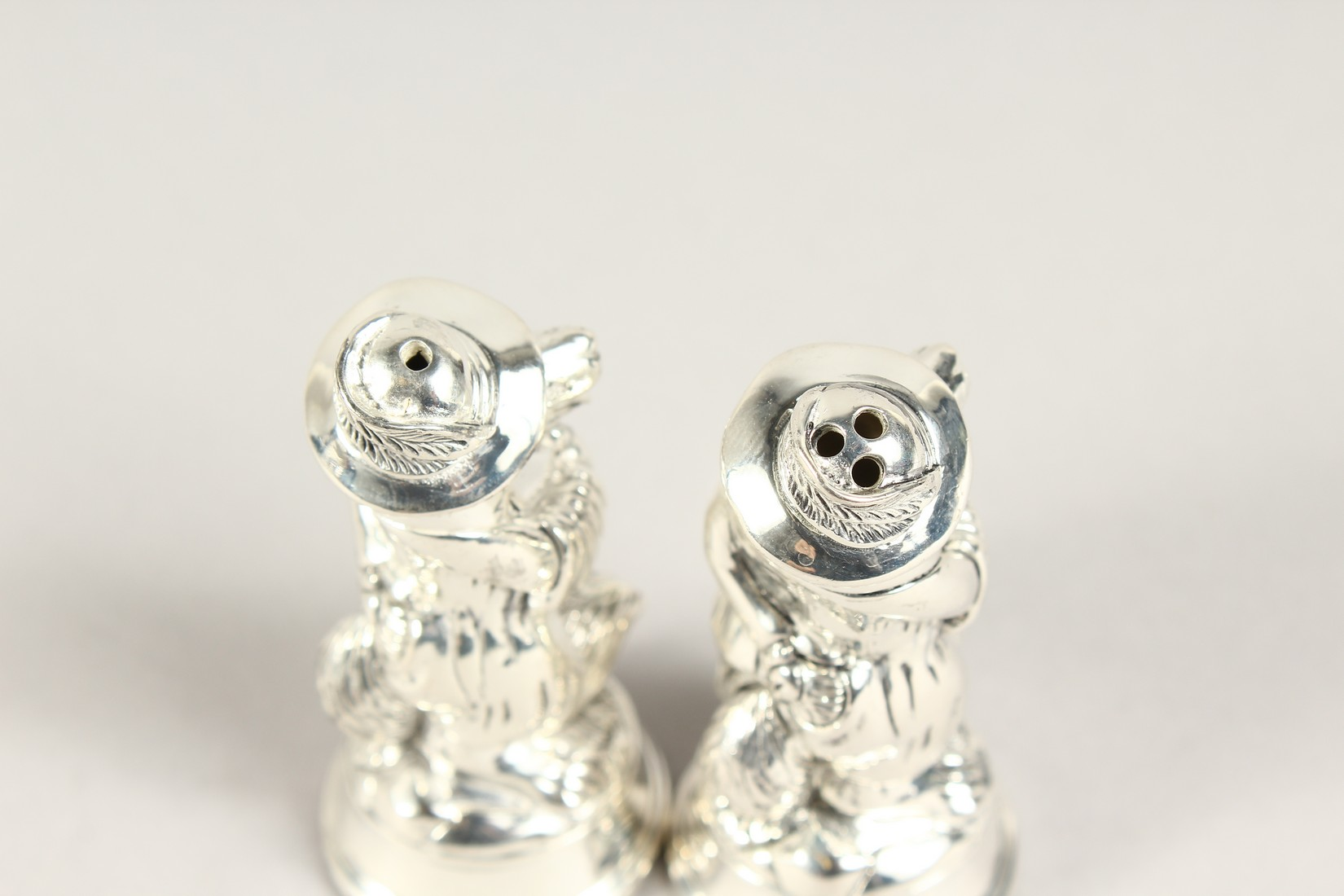 A PAIR OF SILVER PLATE FOX SALT AND PEPPERS - Image 3 of 4