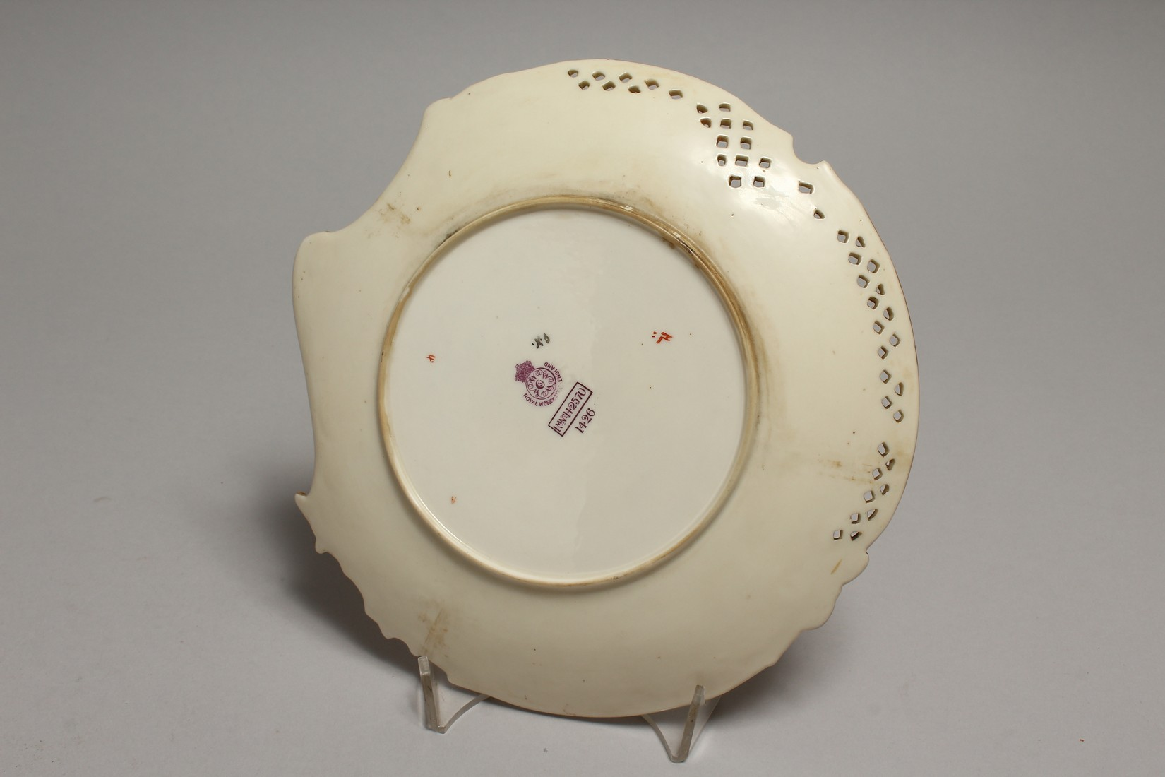 A ROYAL WORCESTER CREAM WARE FERN DISH. Pattern No. 1426 8.5ins diameter. - Image 3 of 4