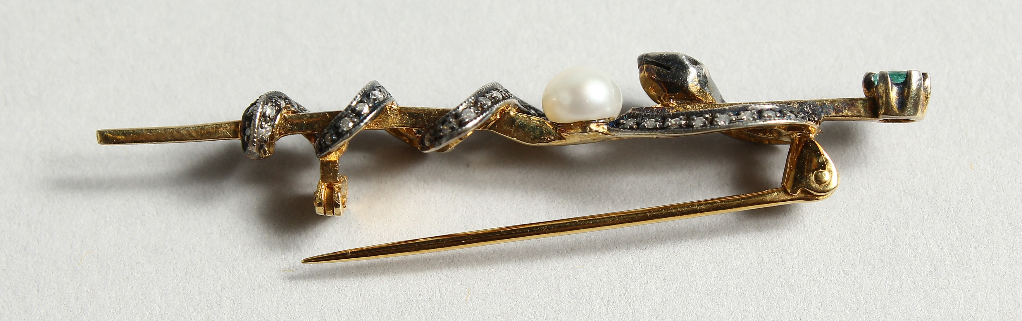 A DIAMOND AND PEARL SNAKE TIE PIN (Harrods) - Image 4 of 5