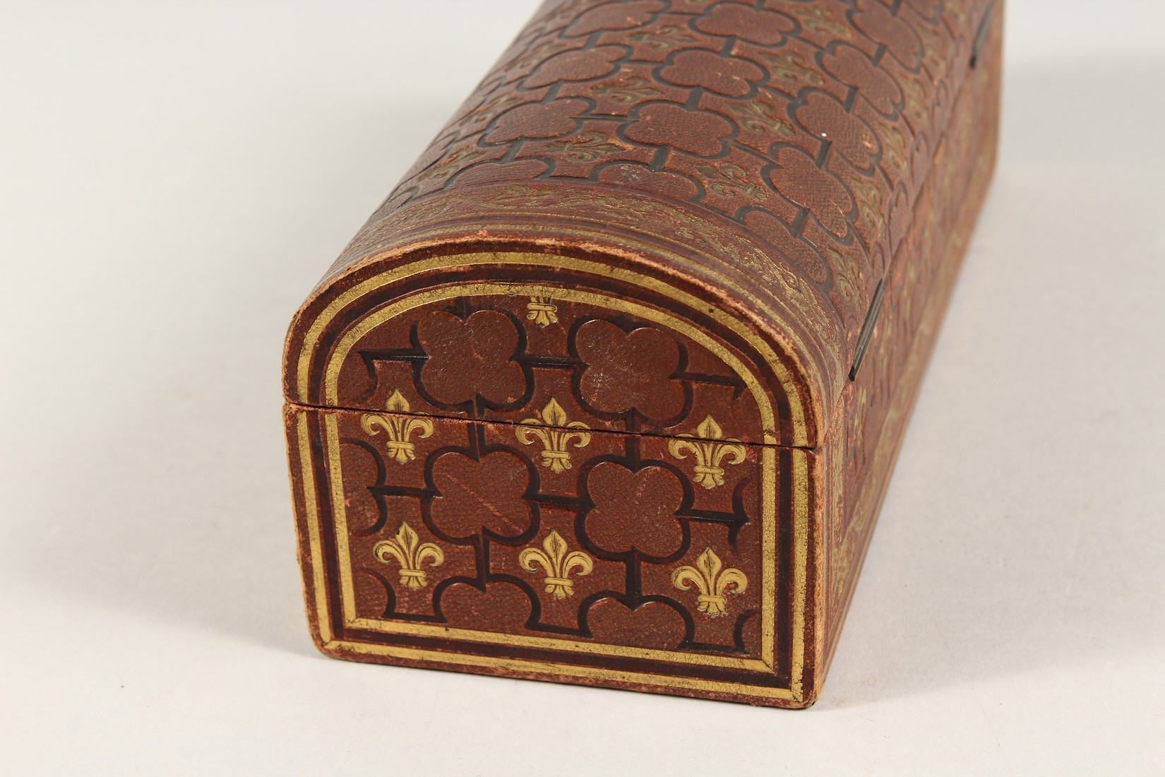 A FRENCH FLEUR D LYS DOMED LEATHER BOX 9.5ins long - Image 4 of 5