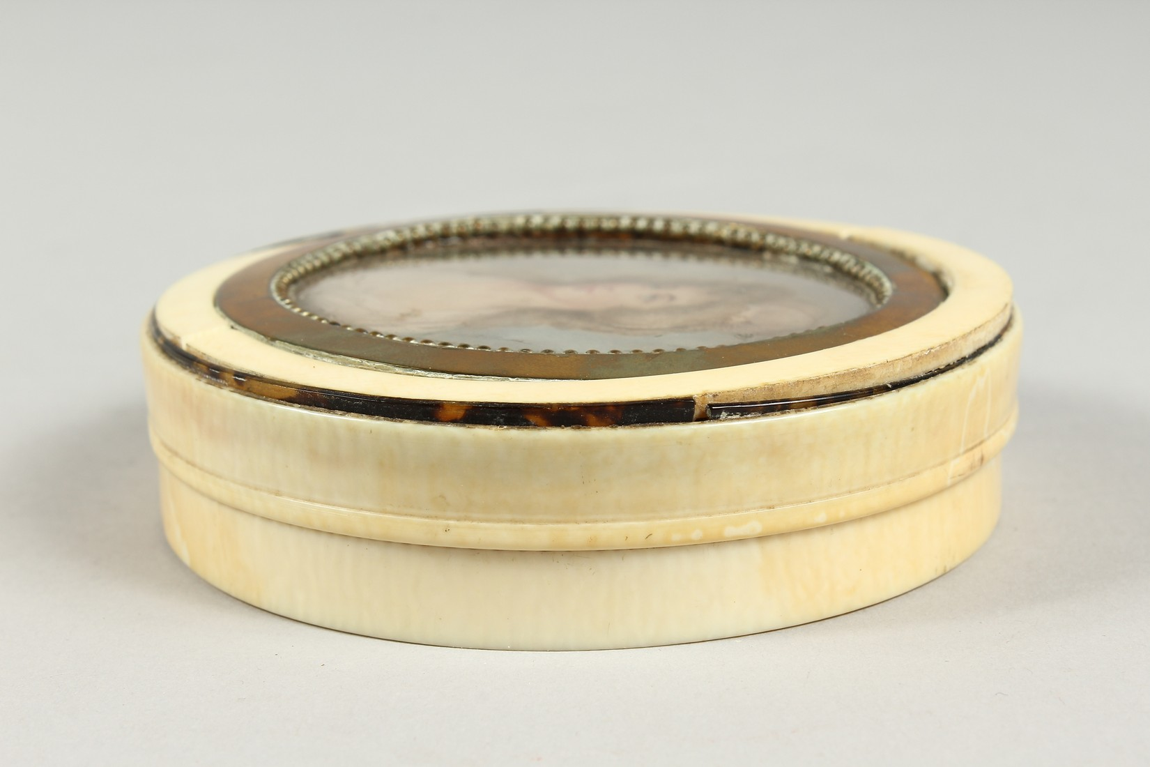 A GEORGIAN IVORY CIRCULAR BOX, the top painted with a portrait of Lady Mary Onslow. 3.75ins - Image 6 of 8