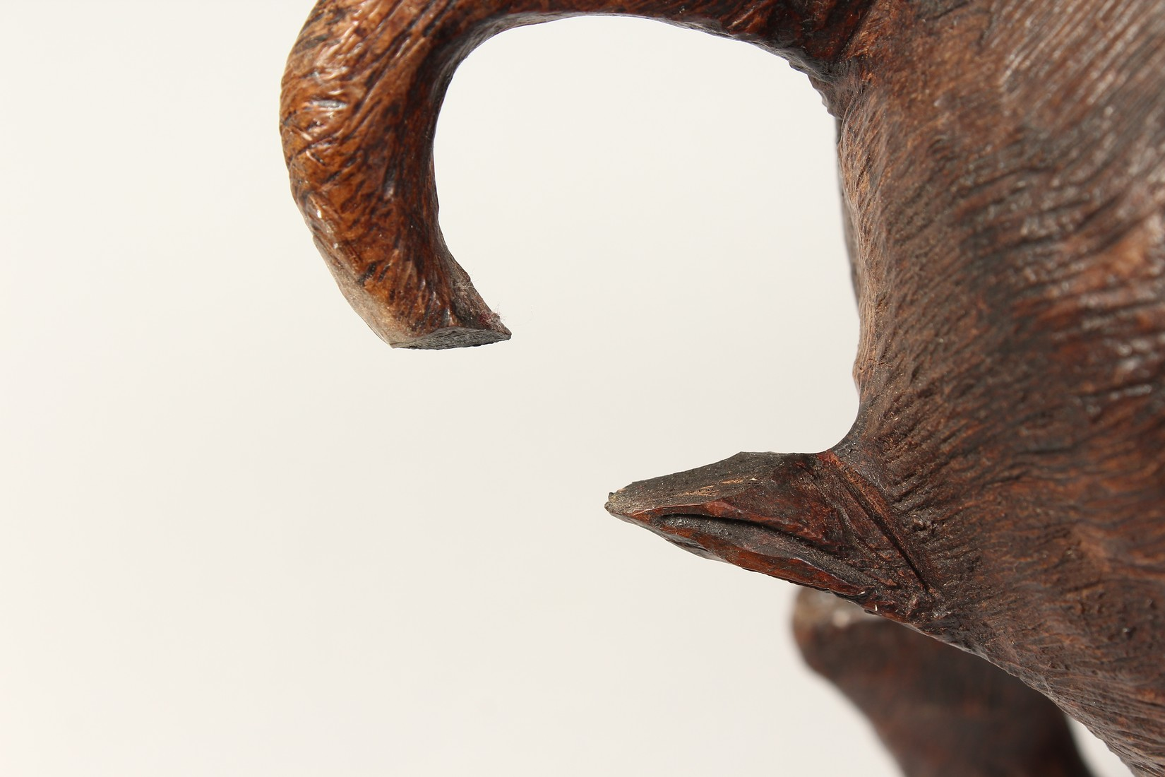 A HEAVY CARVED WOODEN OX. 2ft long. - Image 6 of 7