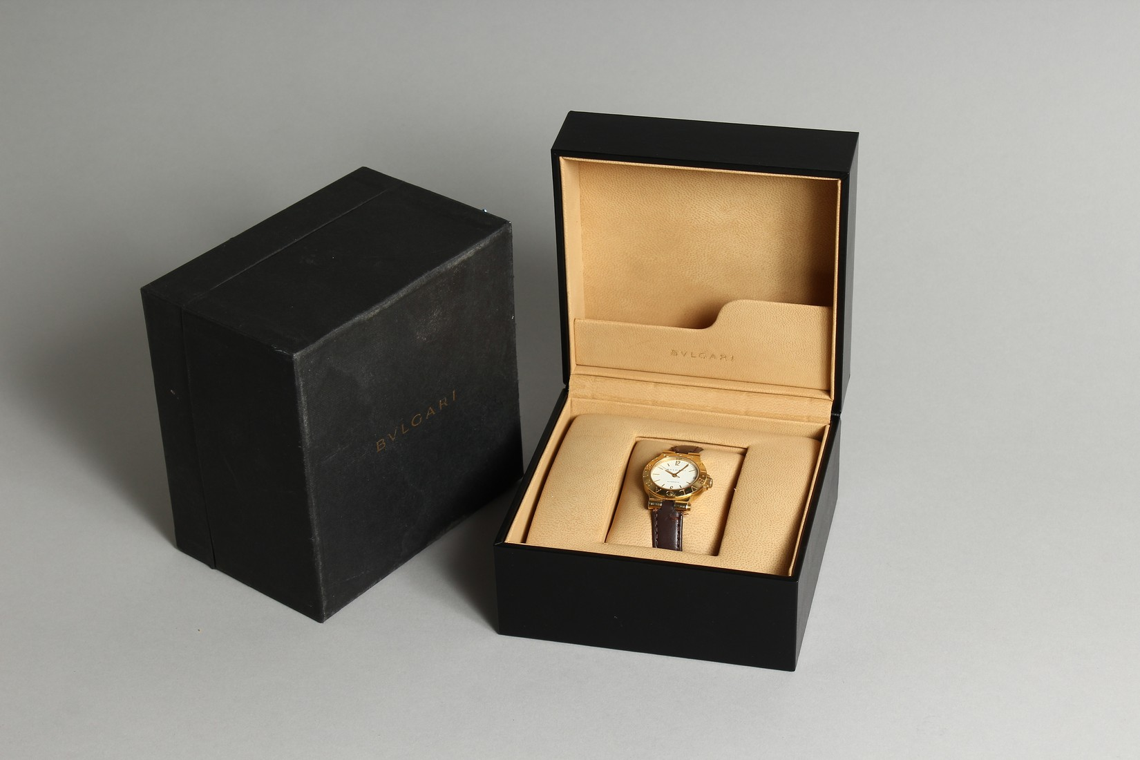 AN 18CT. GOLD BULGARI WRIST WATCH with leather strap, in original box. - Image 7 of 10