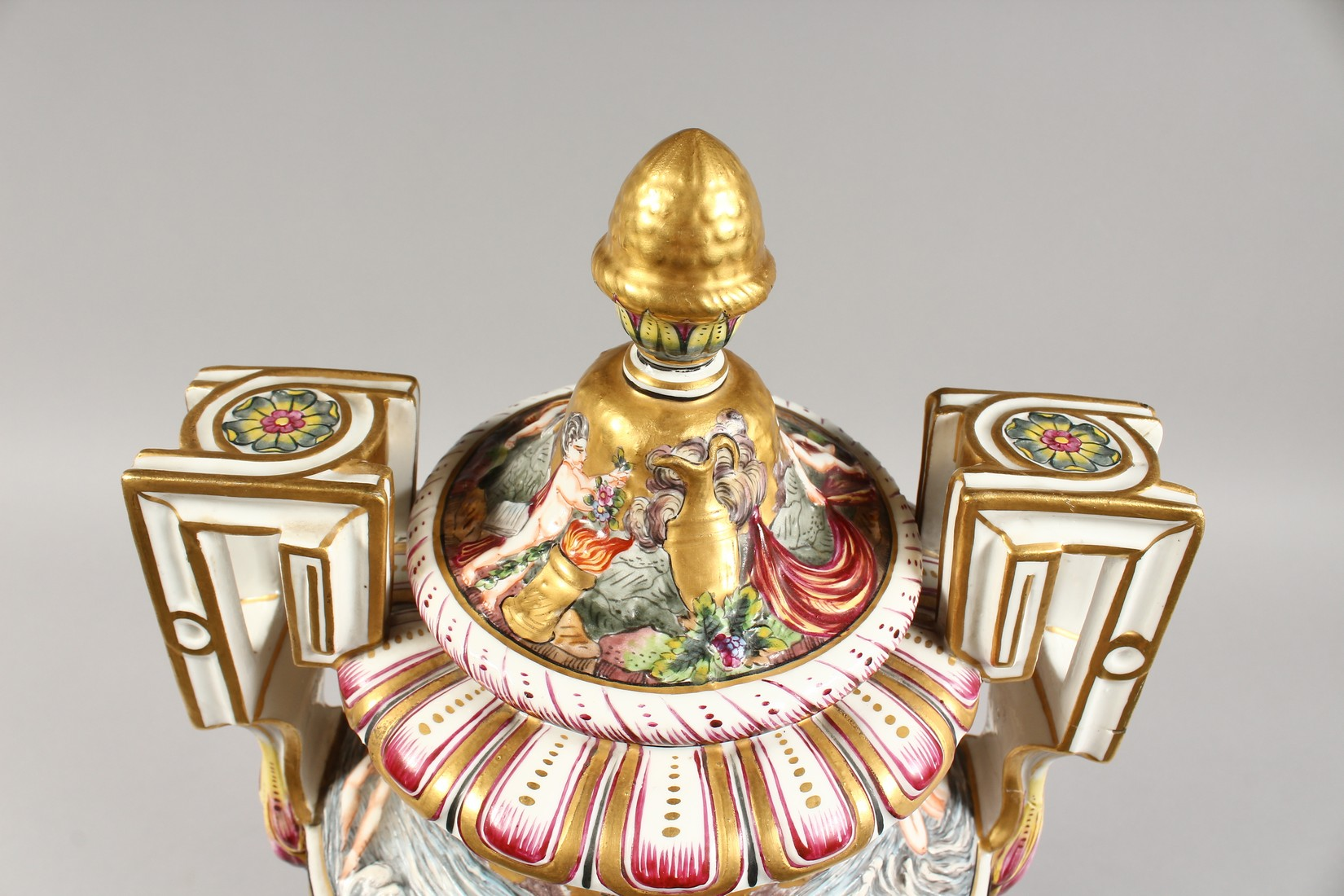 A SUPERB LARGE CAPODIMONTE TWO HANDLED URN SHAPE VASE AND COVER with gilt ground, with classical - Image 5 of 17