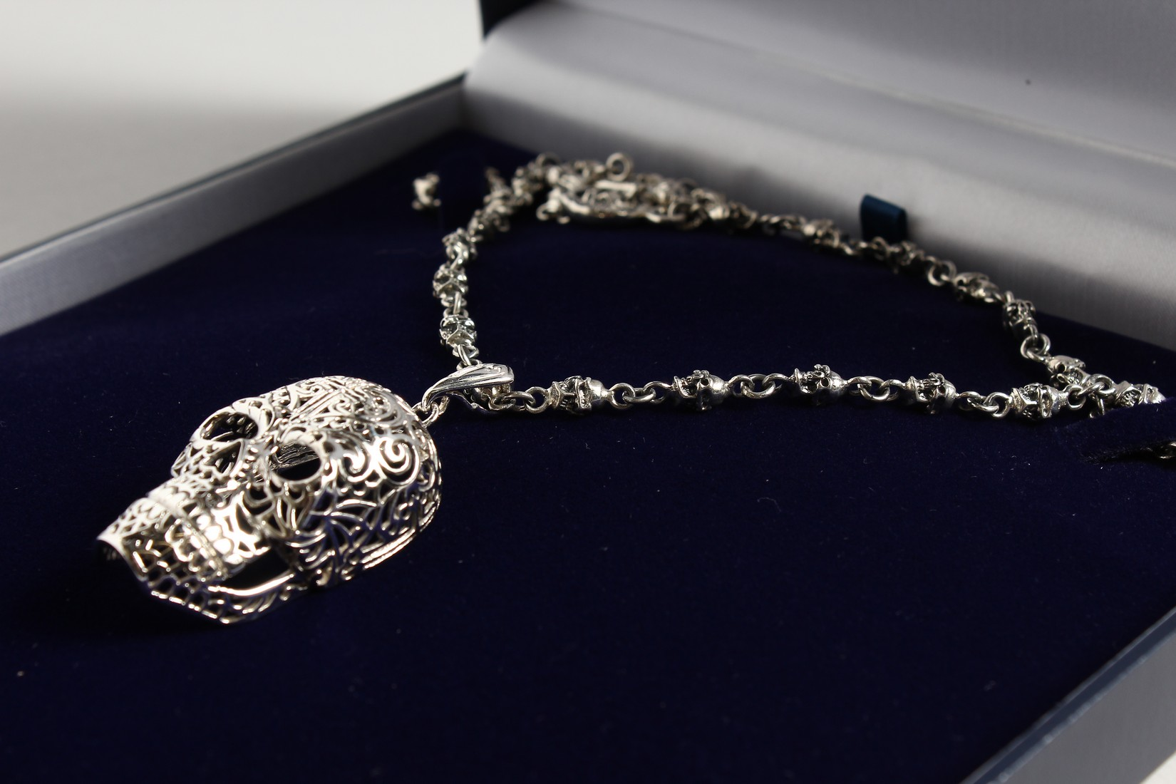 A SILVER SKULL ON A CHAIN. - Image 2 of 3