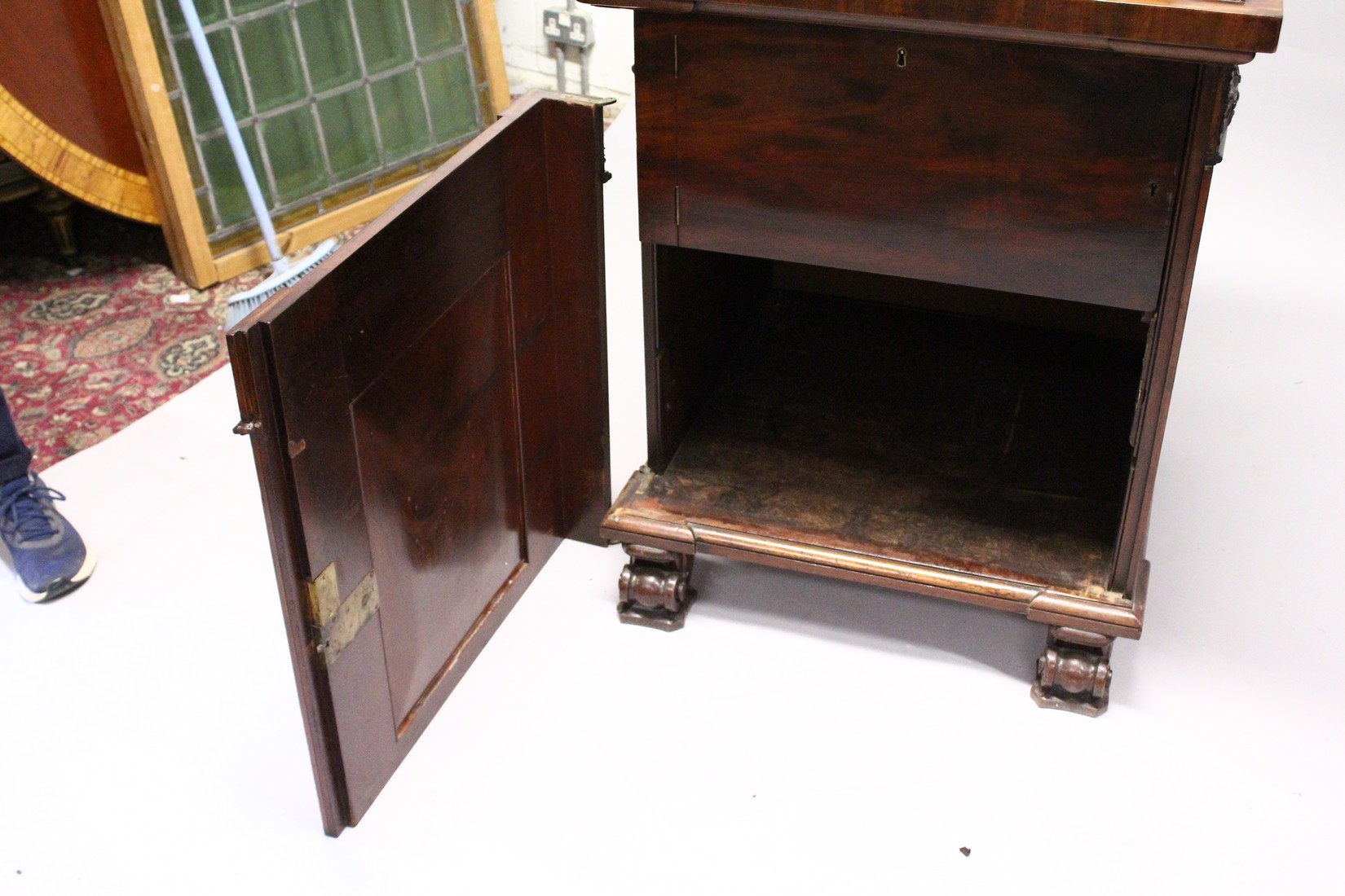 A GOOD 19TH CENTURY MAHOGANY PEDESTAL CUPBOARD, with a concave moulded top, panelled frieze with - Image 6 of 8