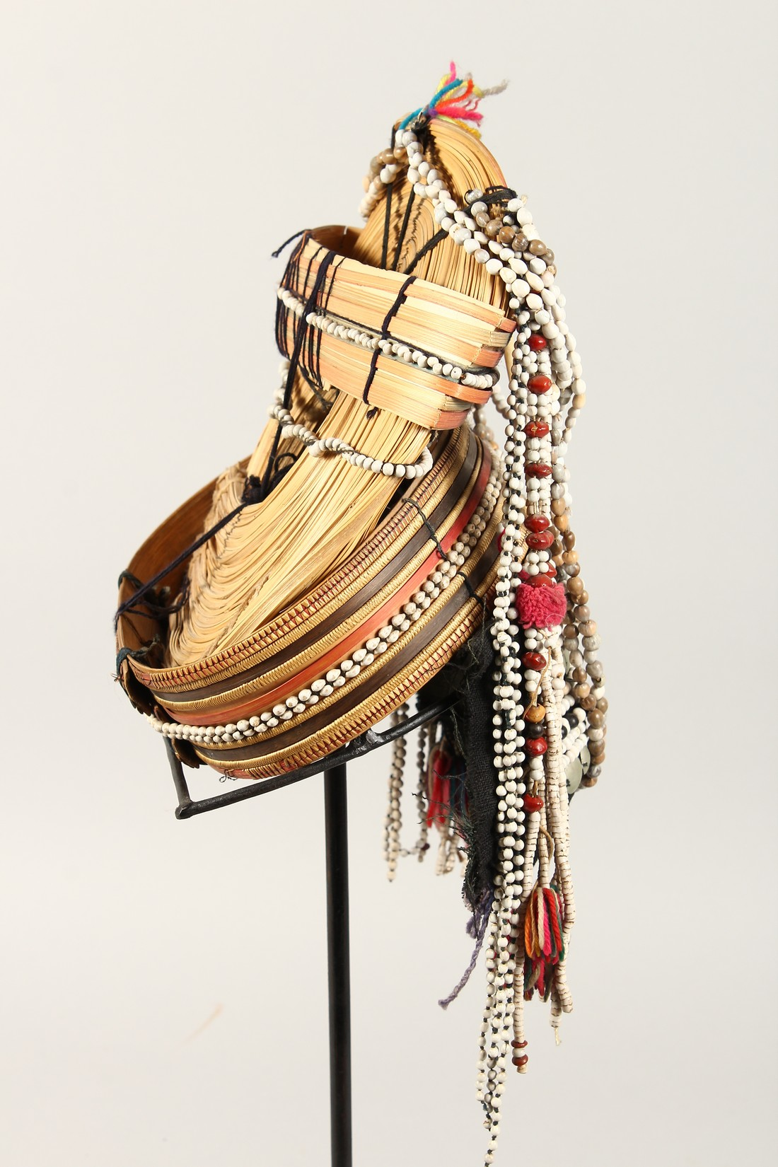 A PERUVIAN HEADRESS AND STAND - Image 3 of 6
