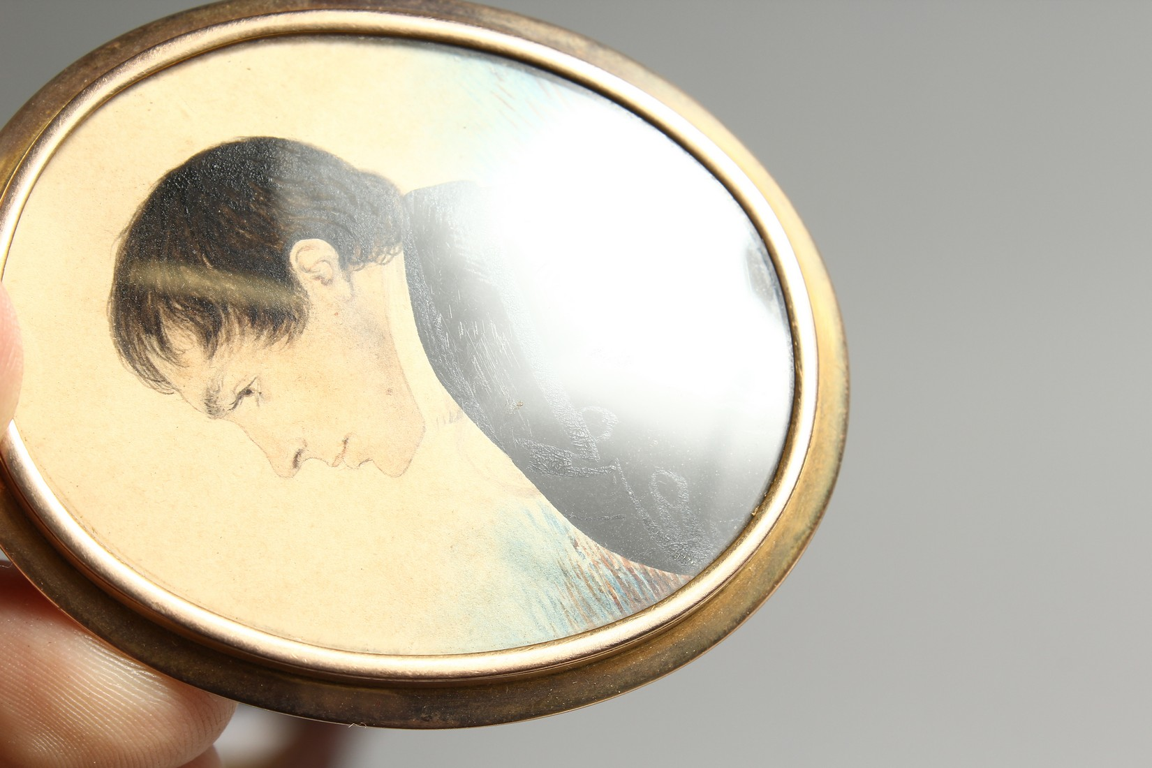 AN EARLY VICTORIAN OVAL MINIATURE OF A GENTLEMAN in a gilt frame. 2.25ins x 1.75ins - Image 4 of 7