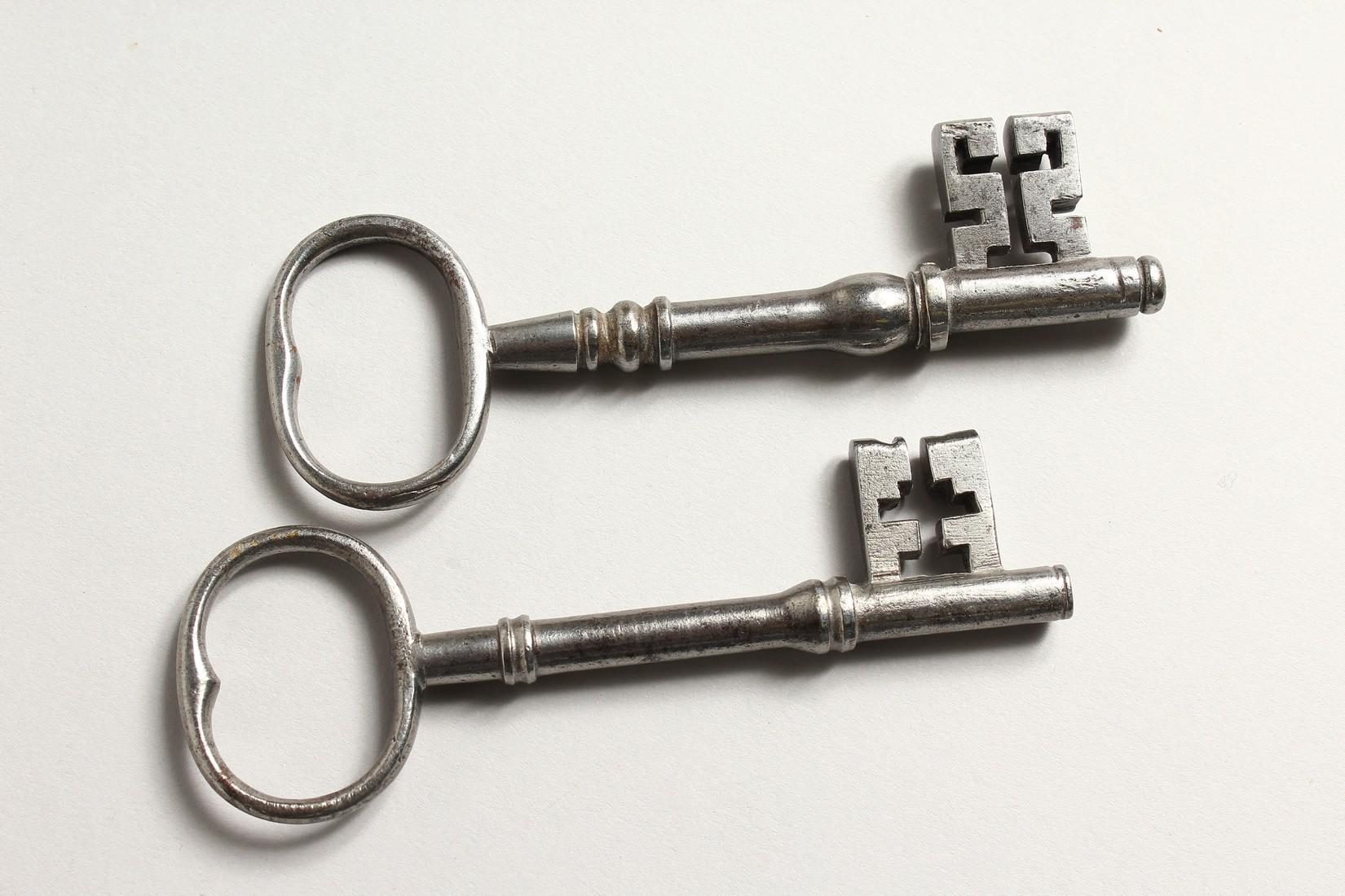 TWO OLD KEYS. Longest 13cm - Image 2 of 2
