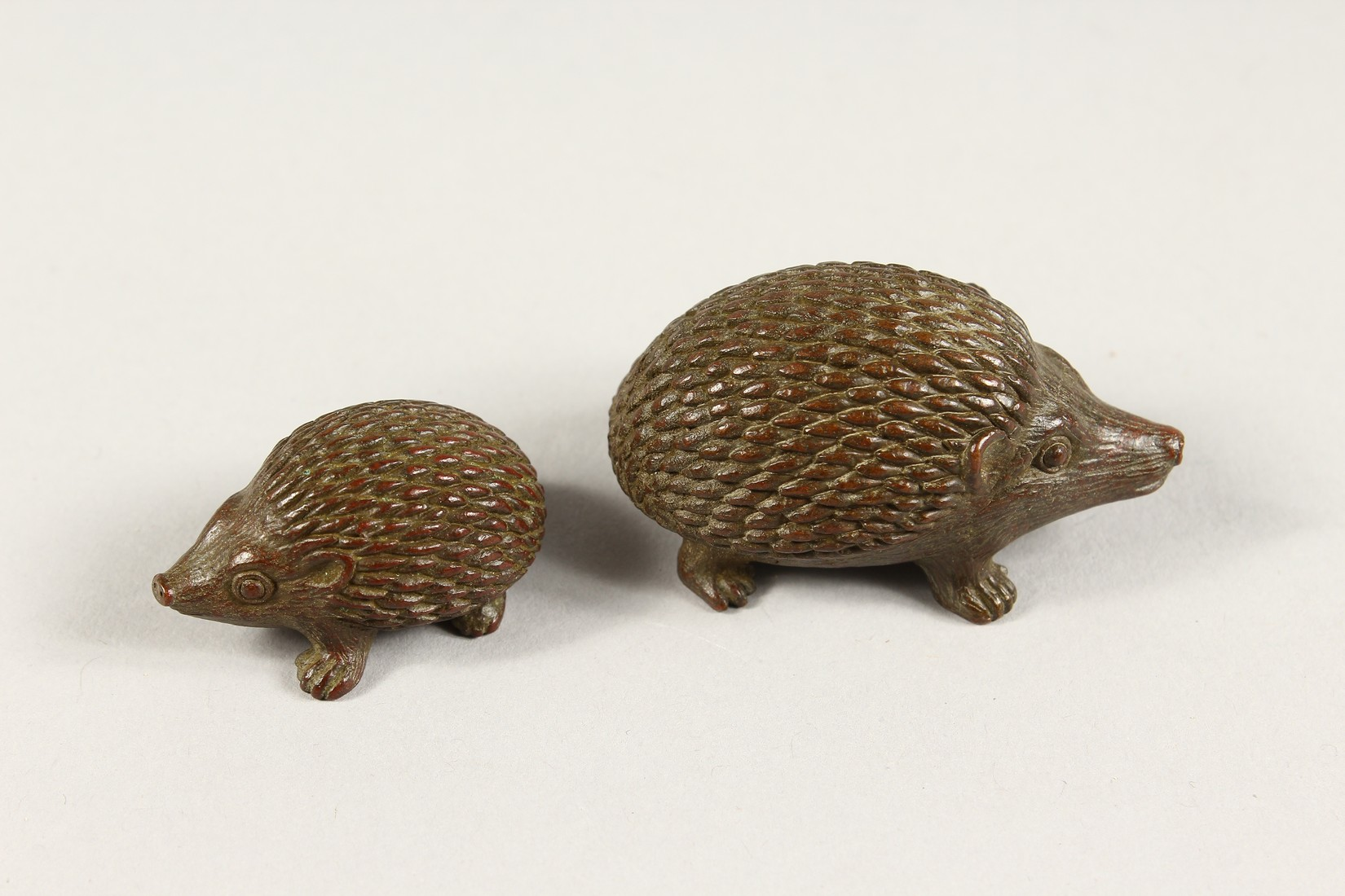 TWO JAPANESE BBRONZE HEDGEHOGS 2ins & 1.5ins long - Image 3 of 4