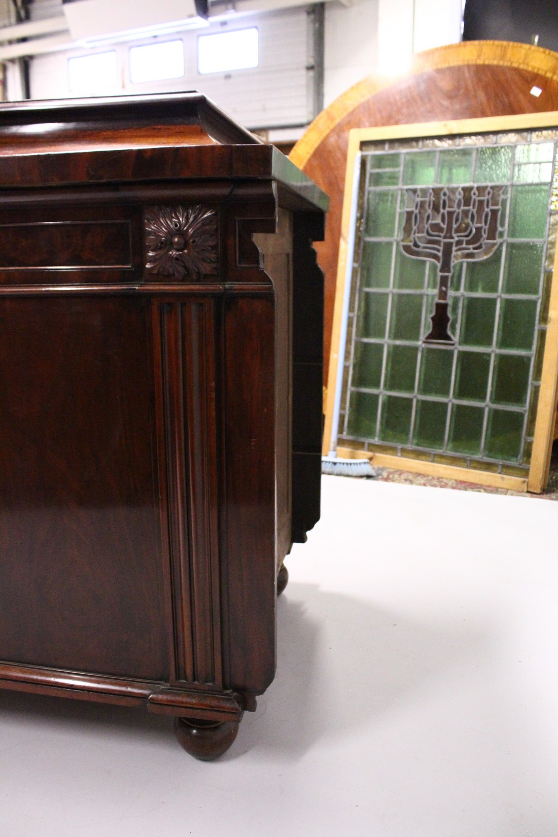 A GOOD 19TH CENTURY MAHOGANY PEDESTAL CUPBOARD, with a concave moulded top, panelled frieze with - Image 5 of 8