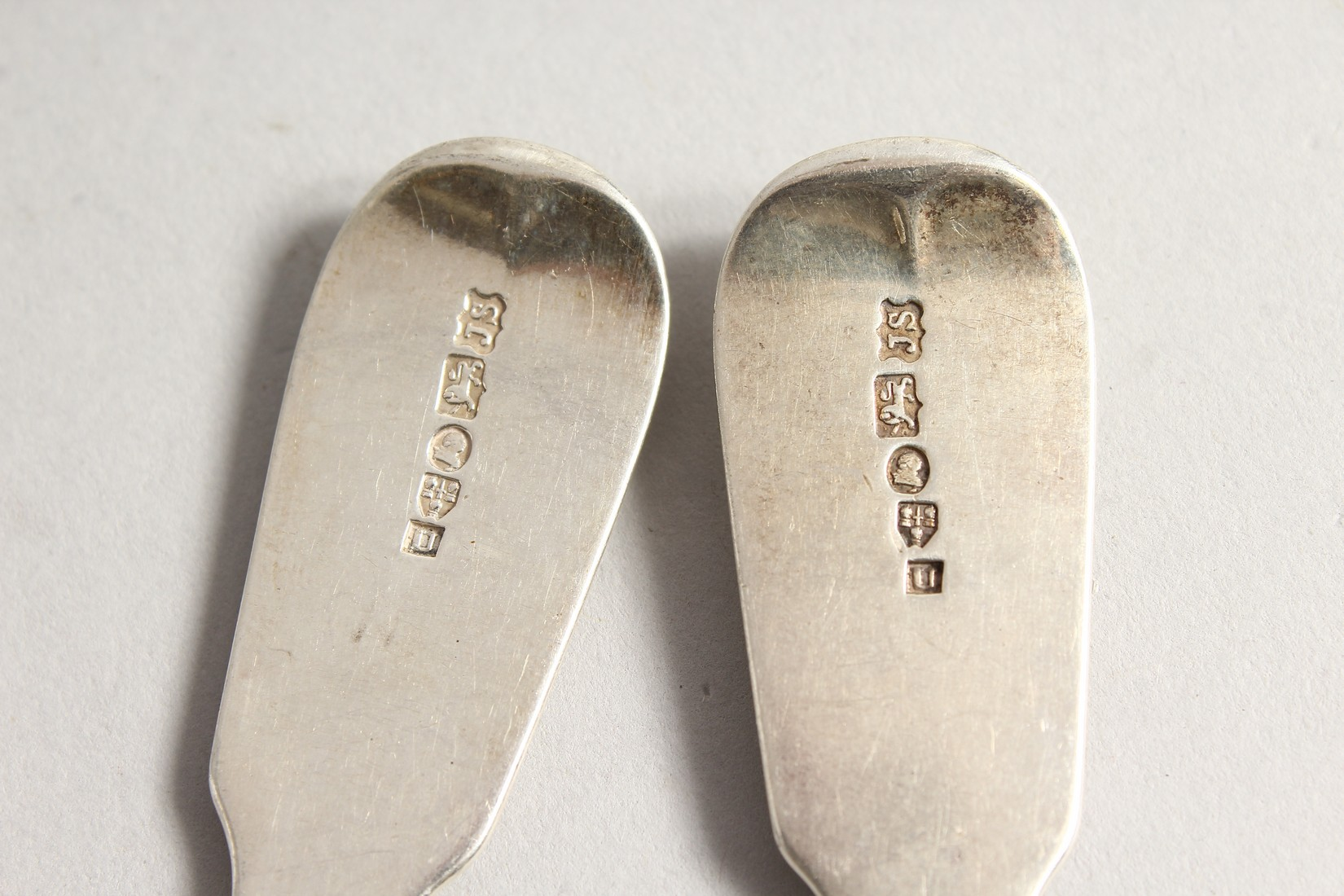 A PAIR OF SILVER FIDDLE PATTERN SAUCE LADLES, Chester 1838 Maker John Sutters - Image 4 of 4
