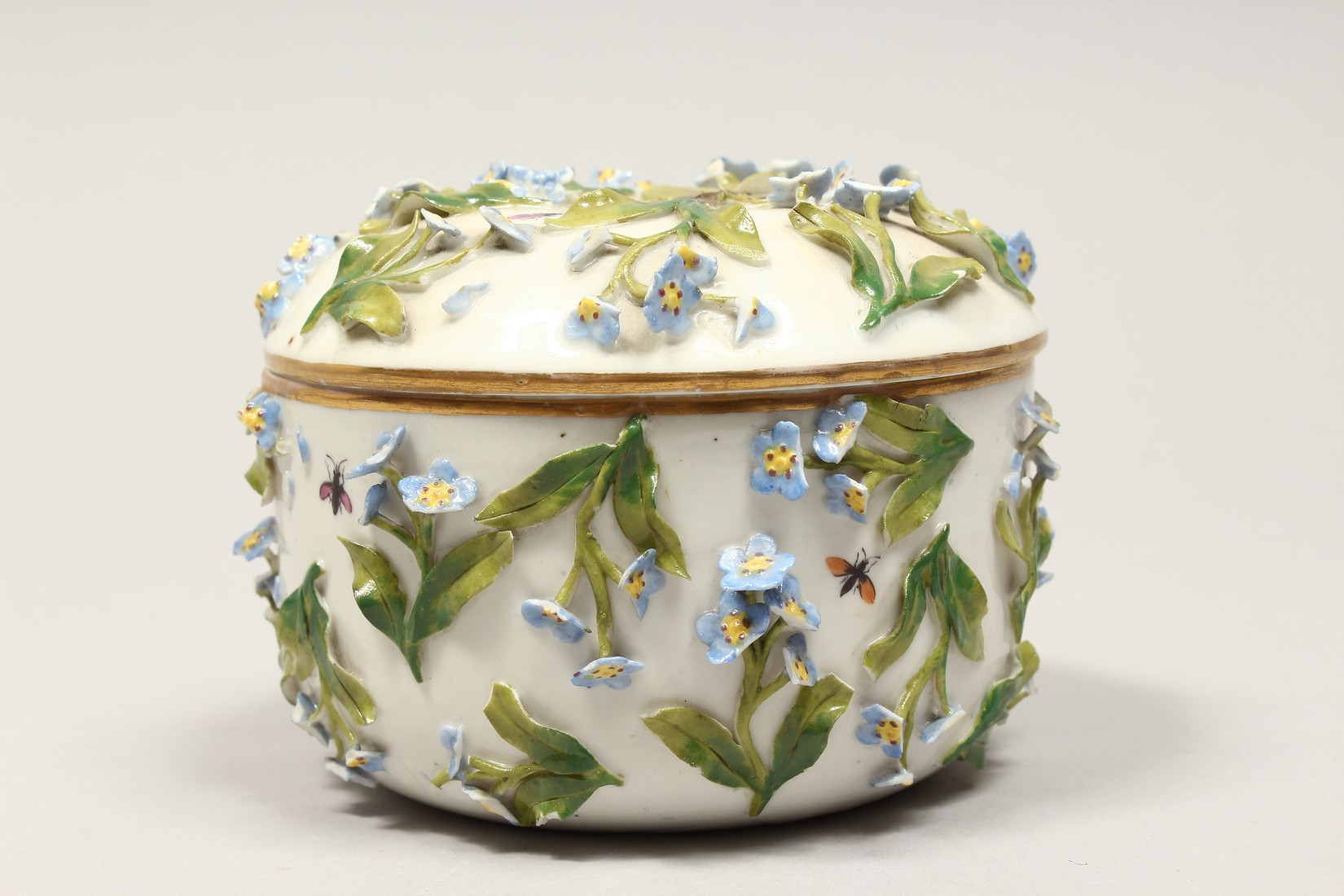 A DRESDON CIRCULAR BOWL AND COVER painted with moths and encrusted with flowers. 4.5ins diameter. - Image 4 of 8