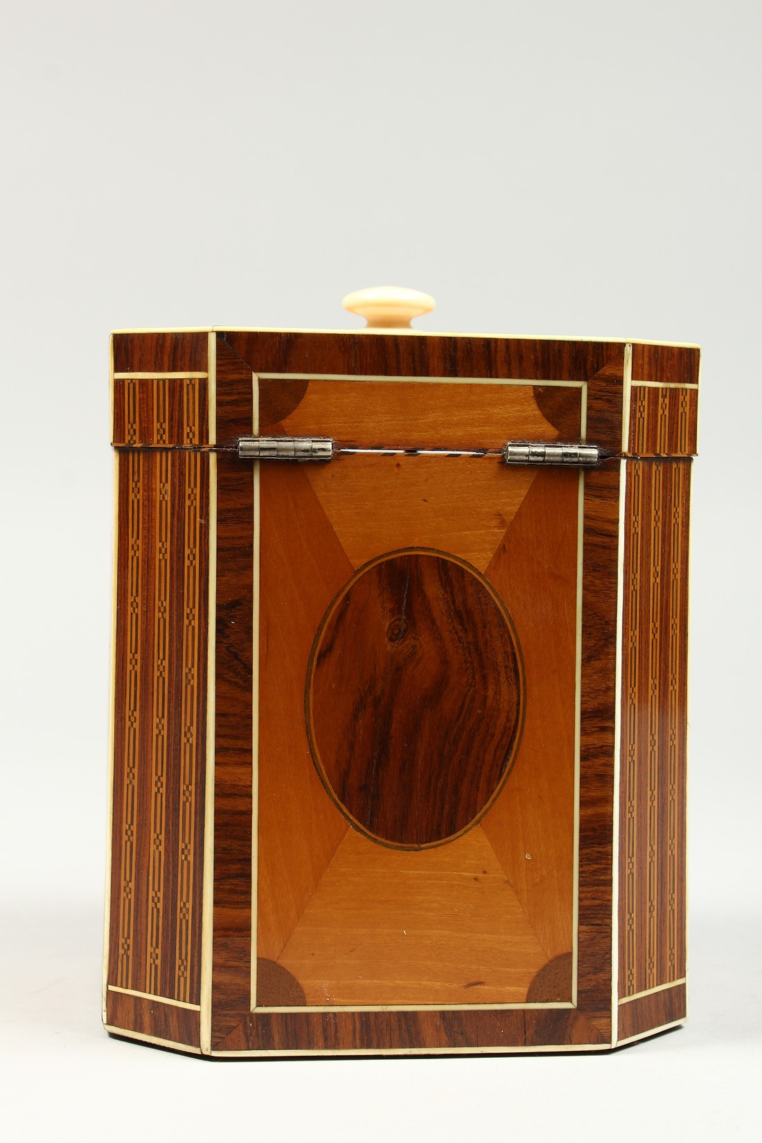 A SUPERB GEORGE III SATINWOOD BANDED TEA CADDY with rosewood and ivory canted corners and ivory - Image 4 of 9