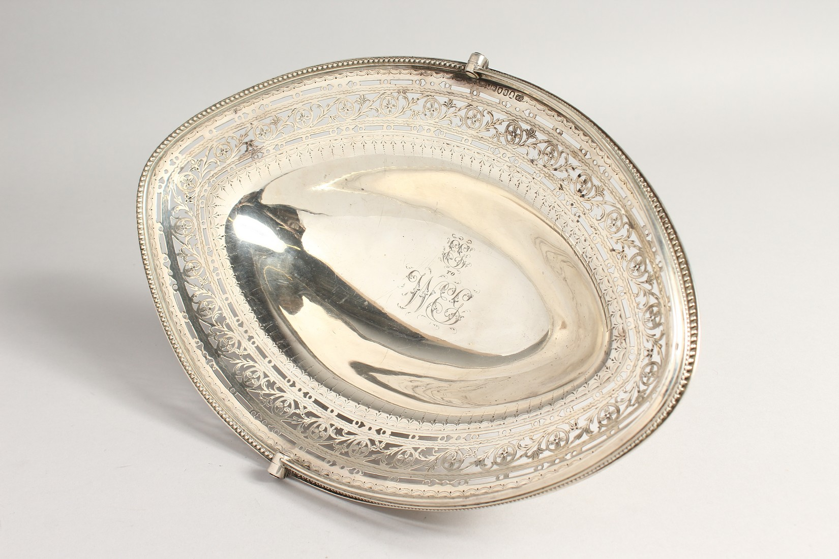 A FINE GEORGE III SILVER CAKE BASKET by HESTER BATEMAN with bead edges and swing handles. London - Image 2 of 5