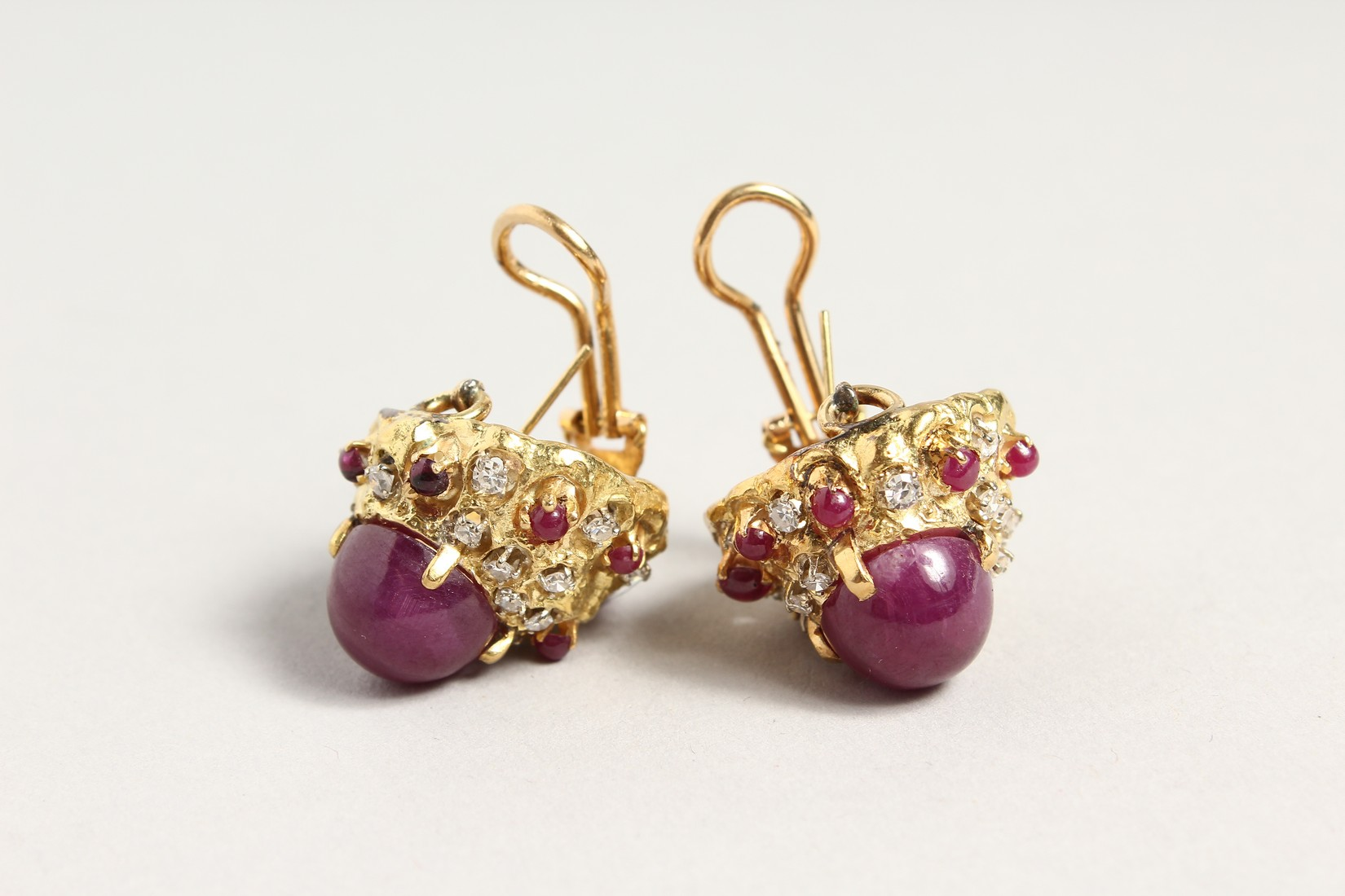 A SUPERB PAIR OF 18CT GOLD CARBOUCHON RUBY AND DIAMOND CLIP EARRINGS. - Image 2 of 4