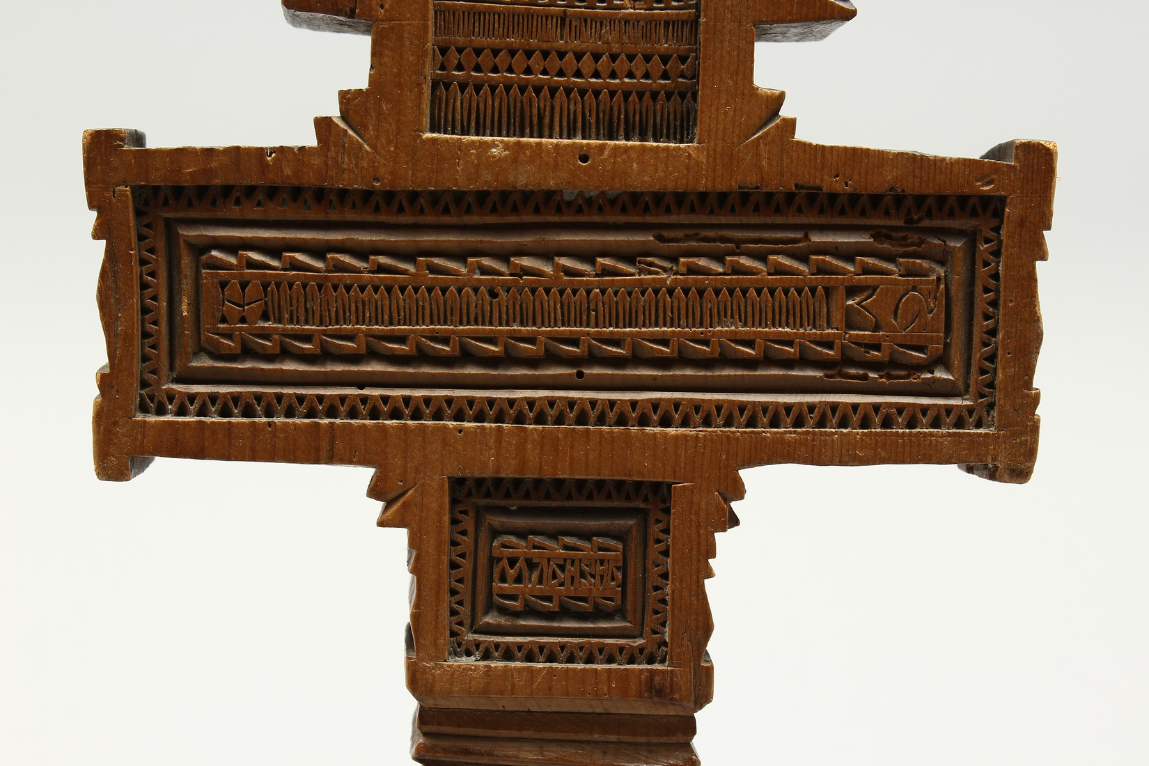 AN 18TH CENTURY GREEK CARVED WOODEN CROSS. 15ins long. - Image 4 of 11
