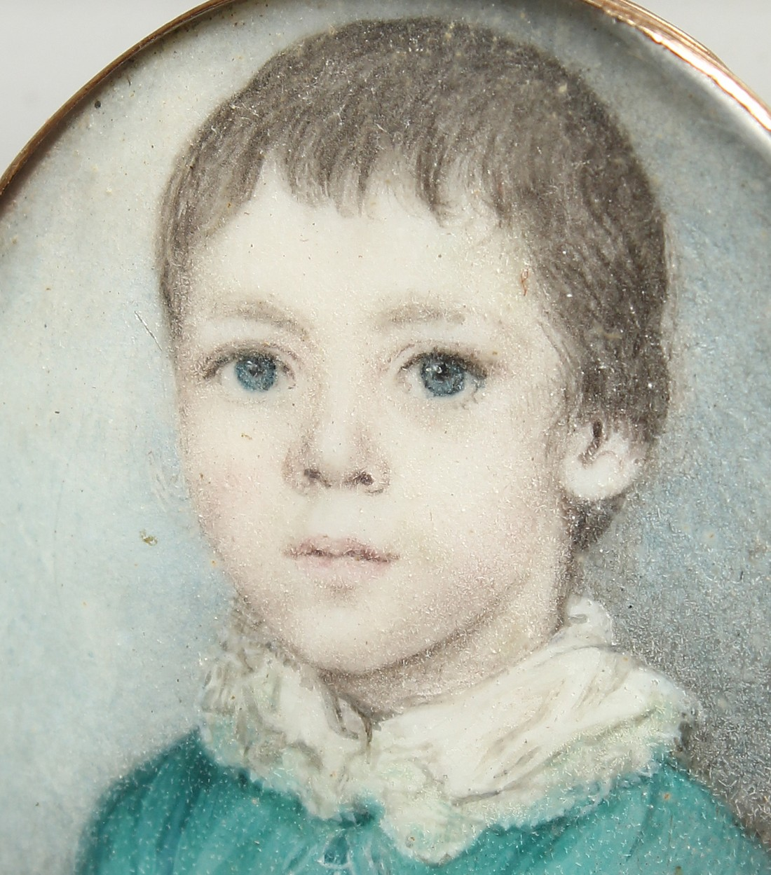 A GEORGIAN OVAL MINIATURE OF A YOUNG BOY, young boys in a gilt frame. 1.25ins x1ins - Image 2 of 6