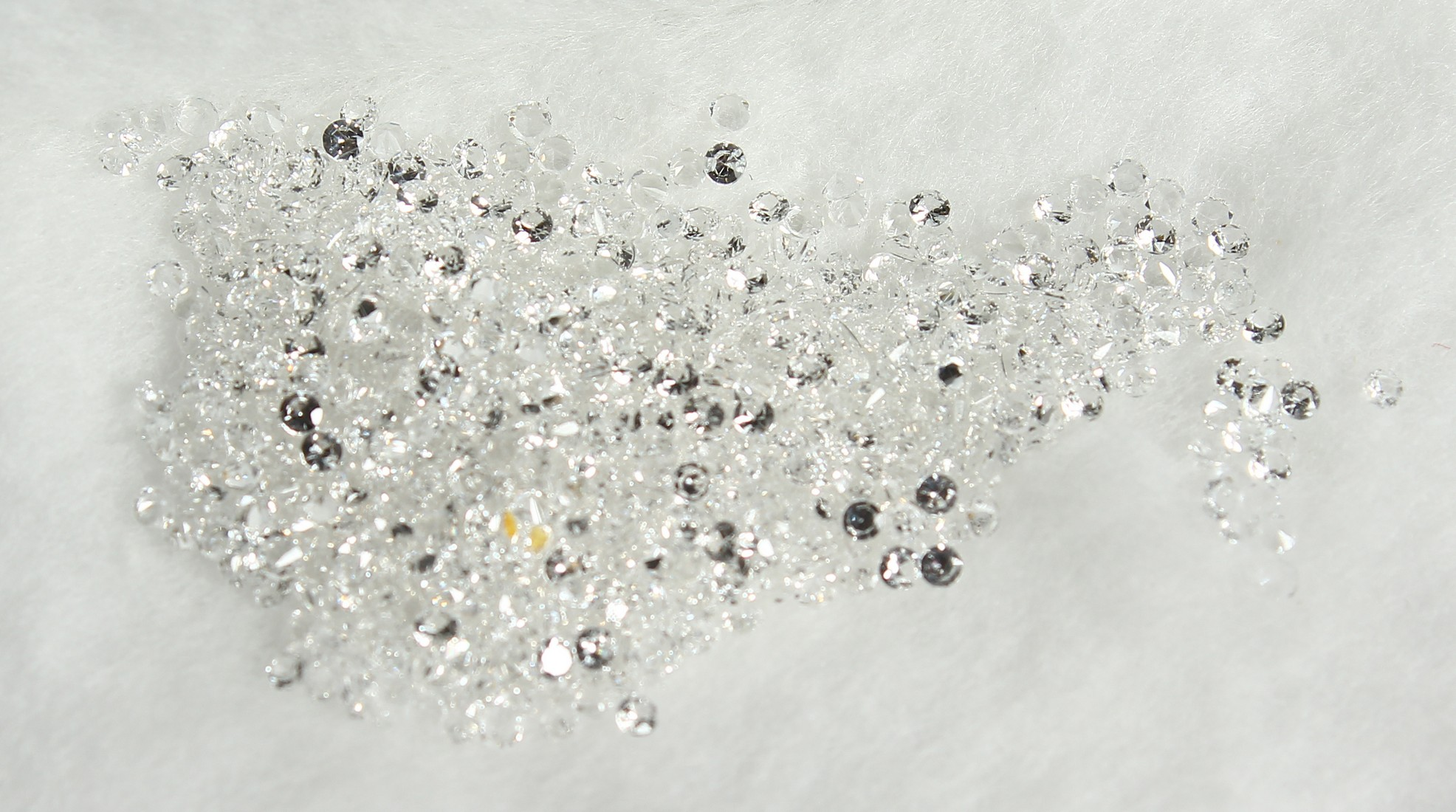 THREE PACKETS OF WHITE SPINEL LOOSE STONES - Image 5 of 6