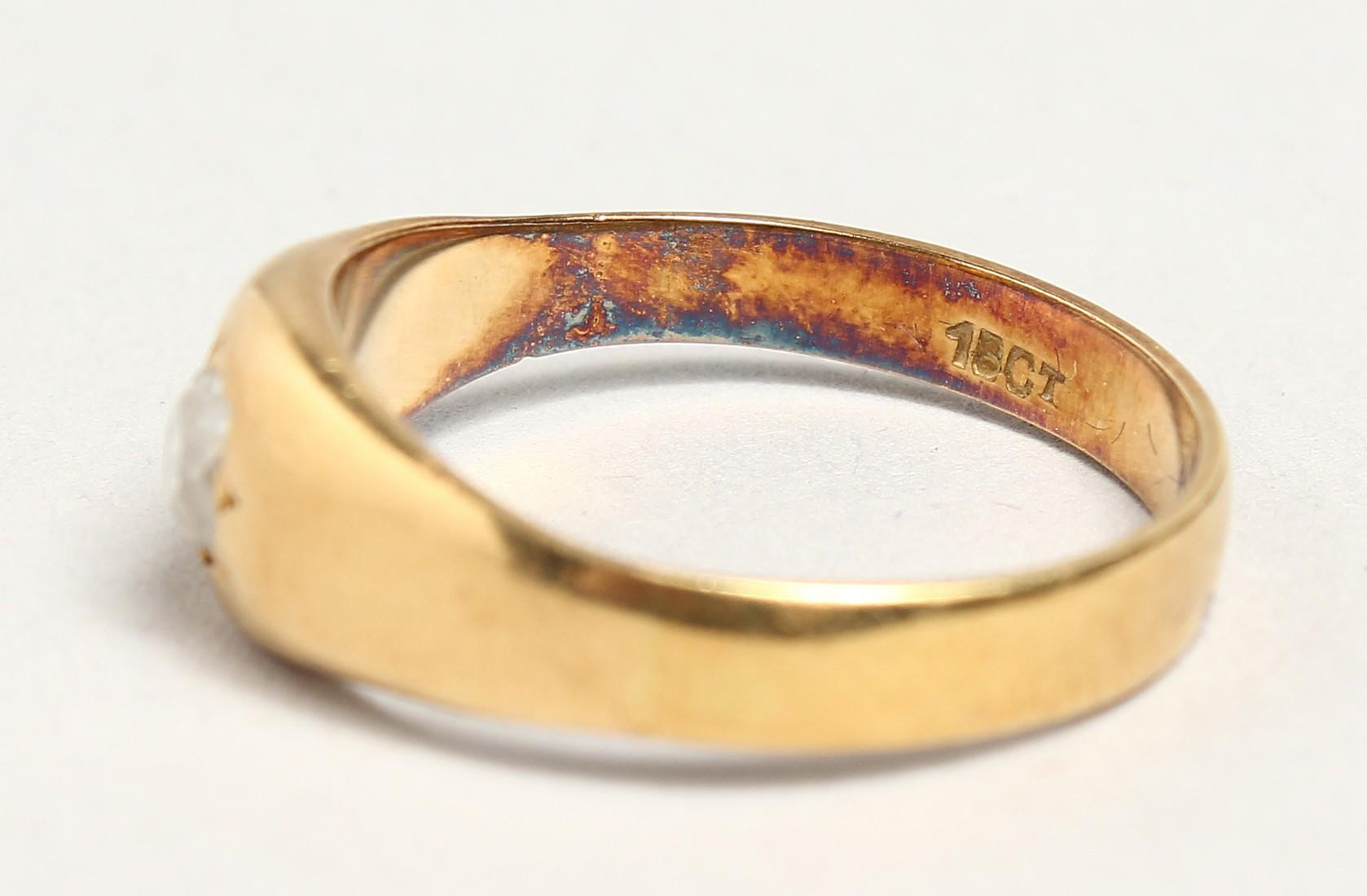 AN 18CT GOLD DIAMOND SET RING. - Image 2 of 4