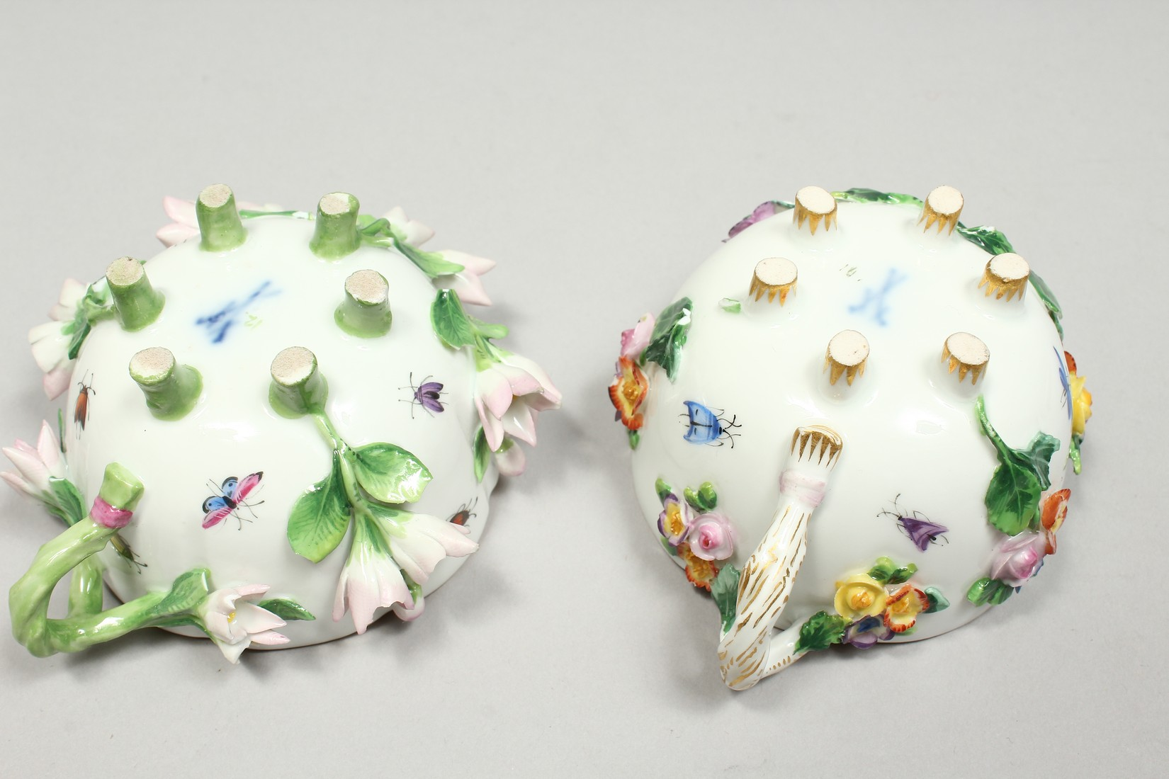 TWO MEISSEN PORCELAIN CUPS AND SAUCERS AND A SAUCER, encrusted with flowers and painted with - Image 7 of 16