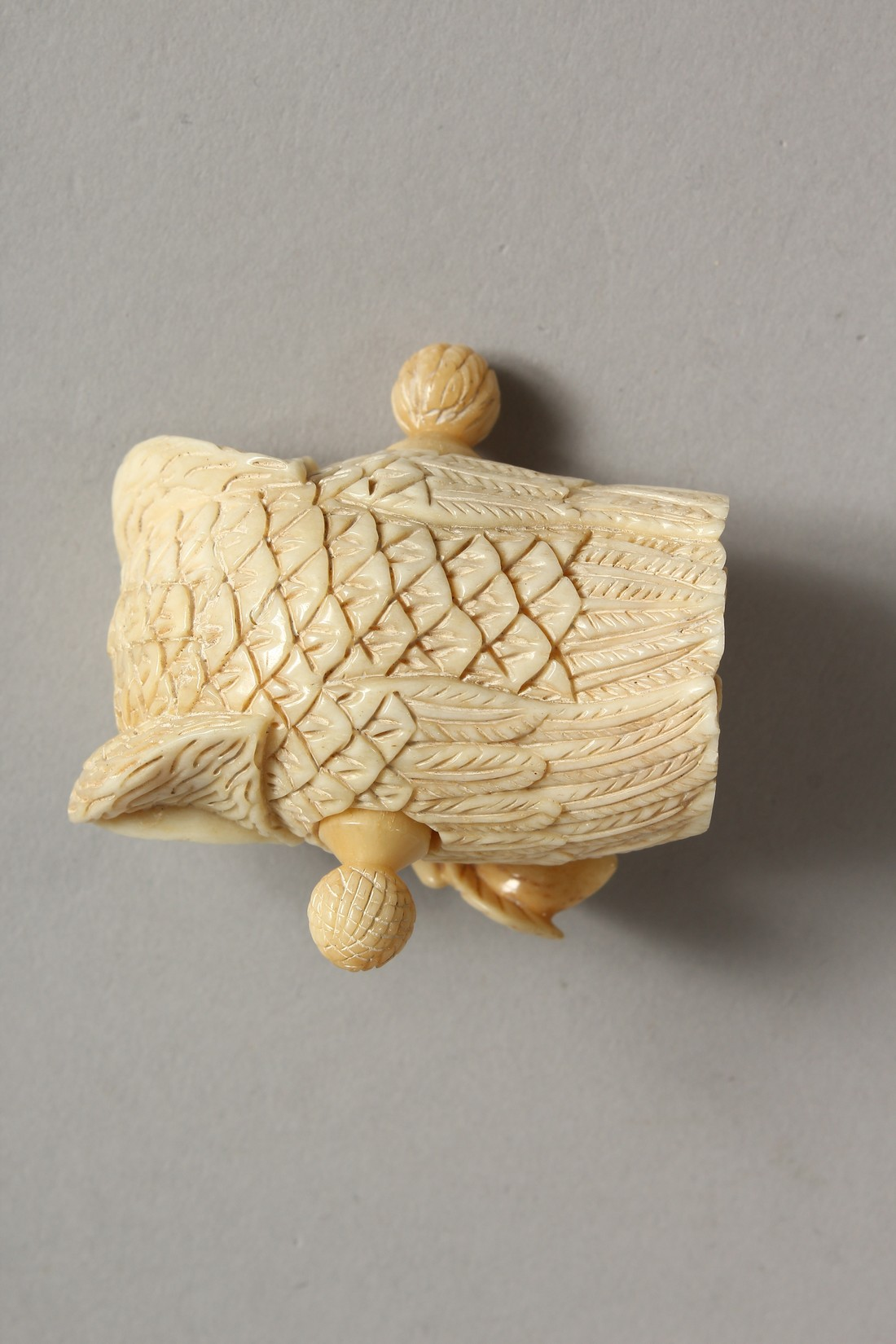 A CARVED BONE OWL TAPE MEASURE - Image 2 of 3