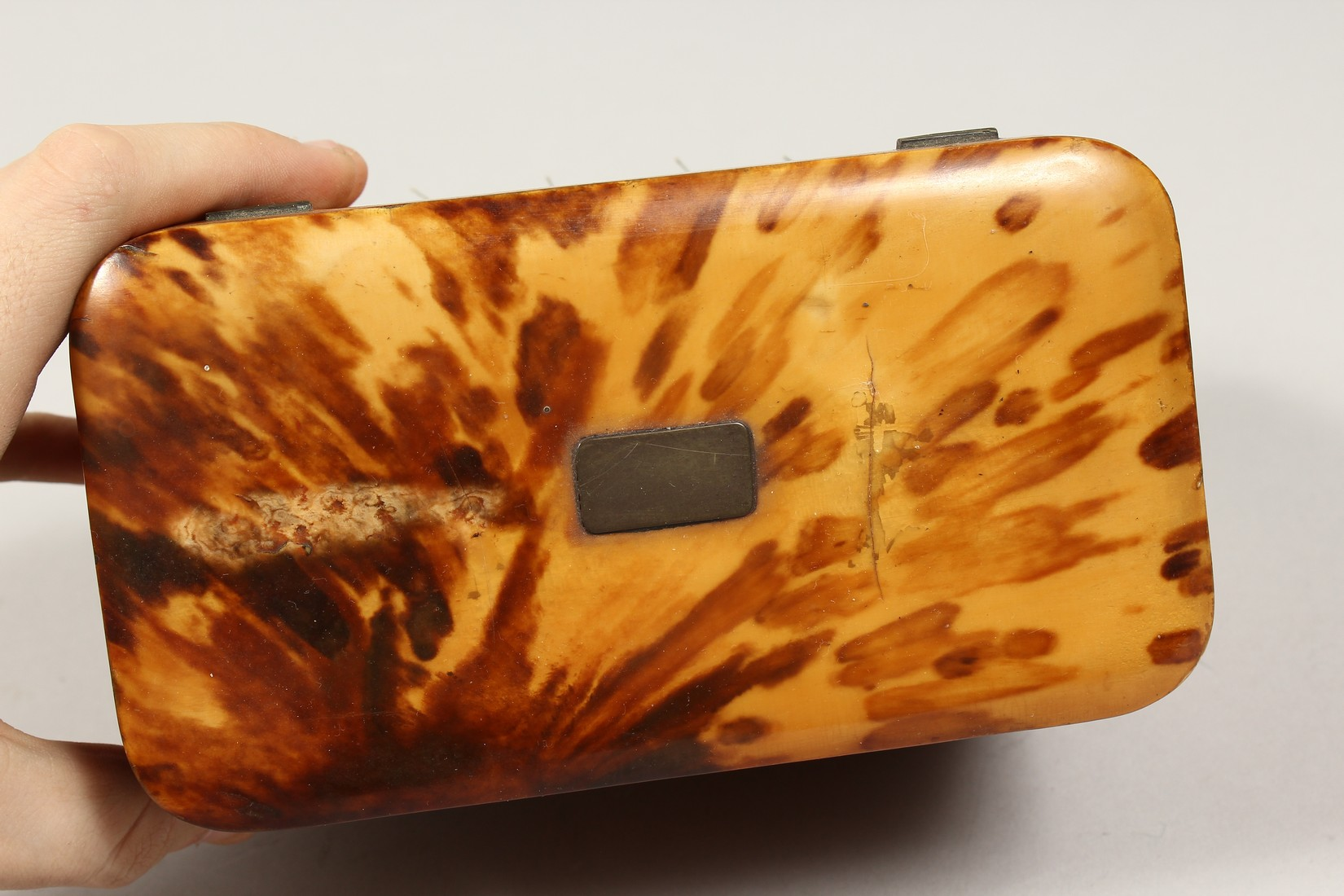 A GOOD REGENCY TORTOISESHELL TWO DIVISION TEA CADDY of rectangular form. 6.75ins high. - Image 5 of 7