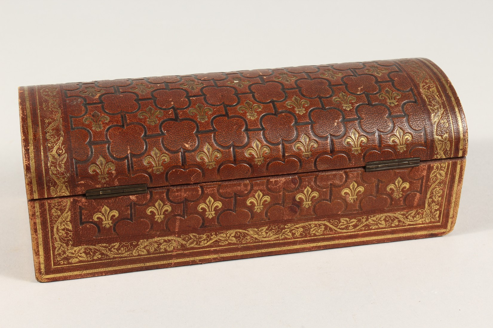 A FRENCH FLEUR D LYS DOMED LEATHER BOX 9.5ins long - Image 3 of 5
