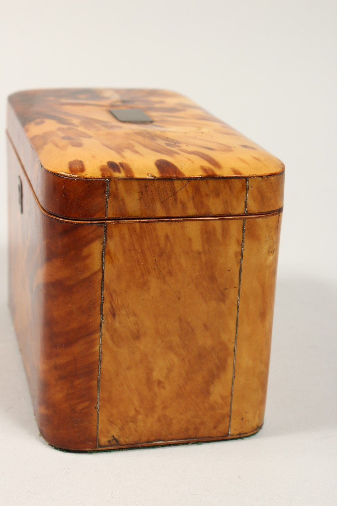 A GOOD REGENCY TORTOISESHELL TWO DIVISION TEA CADDY of rectangular form. 6.75ins high. - Image 2 of 7