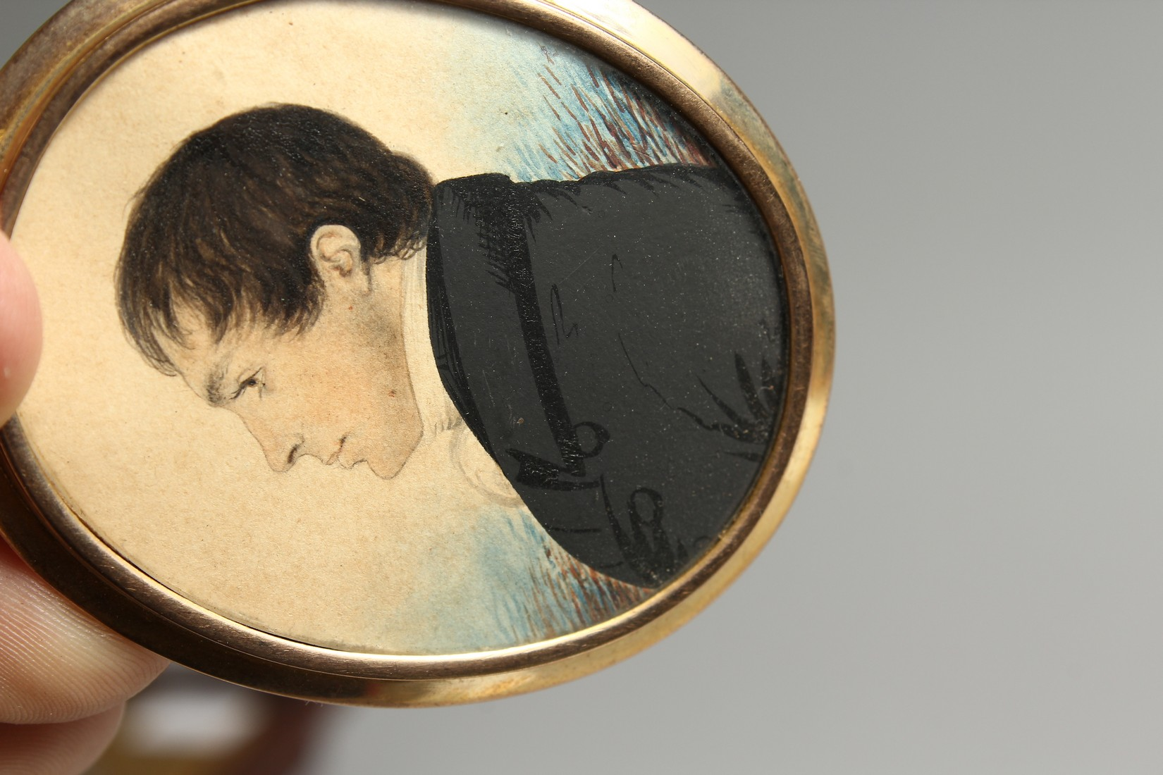 AN EARLY VICTORIAN OVAL MINIATURE OF A GENTLEMAN in a gilt frame. 2.25ins x 1.75ins - Image 5 of 7