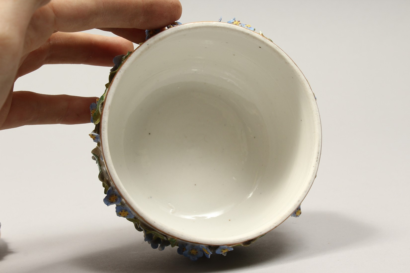A DRESDON CIRCULAR BOWL AND COVER painted with moths and encrusted with flowers. 4.5ins diameter. - Image 6 of 8