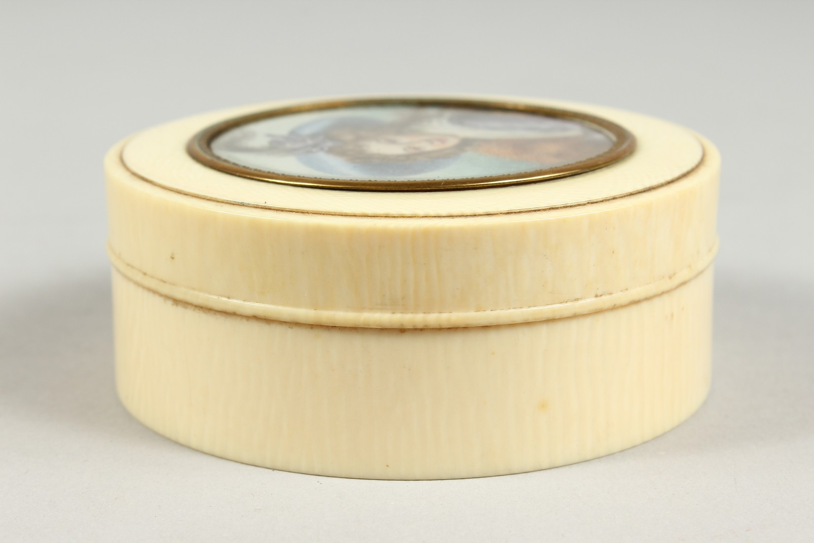 A GEORGIAN IVORY CIRCULAR BOX, the top painted with a portrait of a young lady in a plumed hat. 3ins - Image 6 of 8