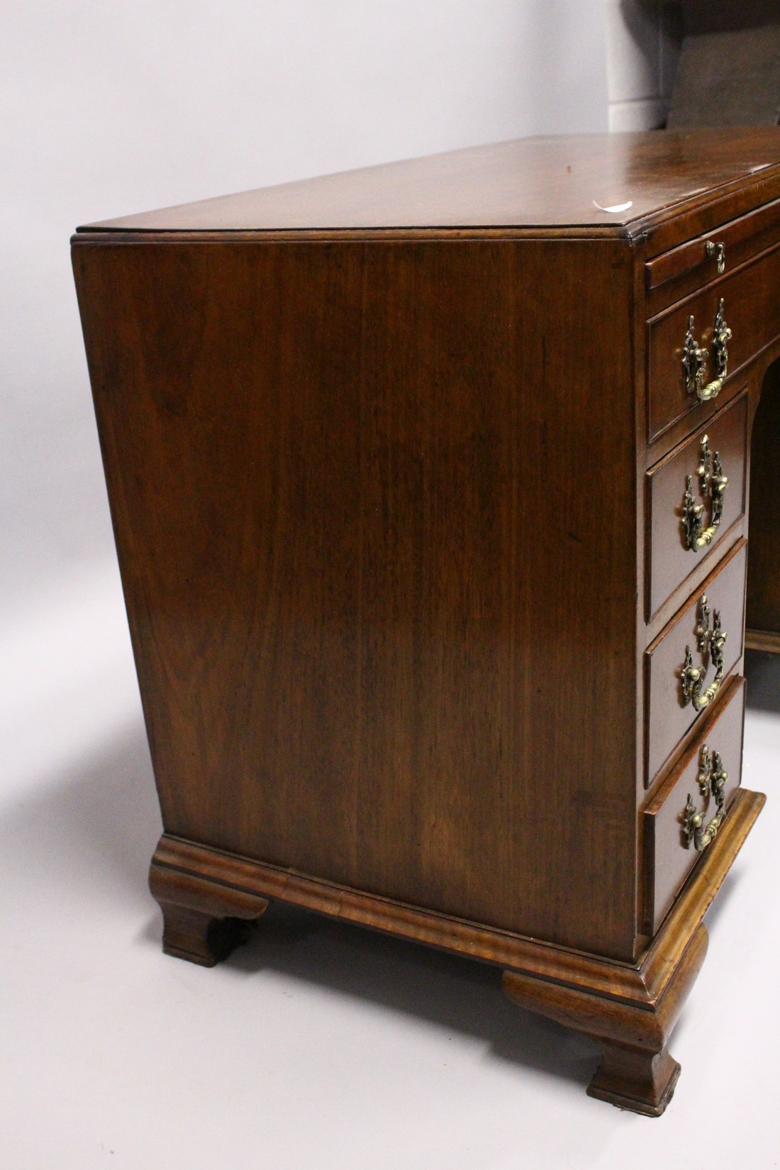 A GOOD GEORGE III MAHOGANY KNEEHOLE DESK, with plain top, brushing slide end on long drawer, three - Image 7 of 7