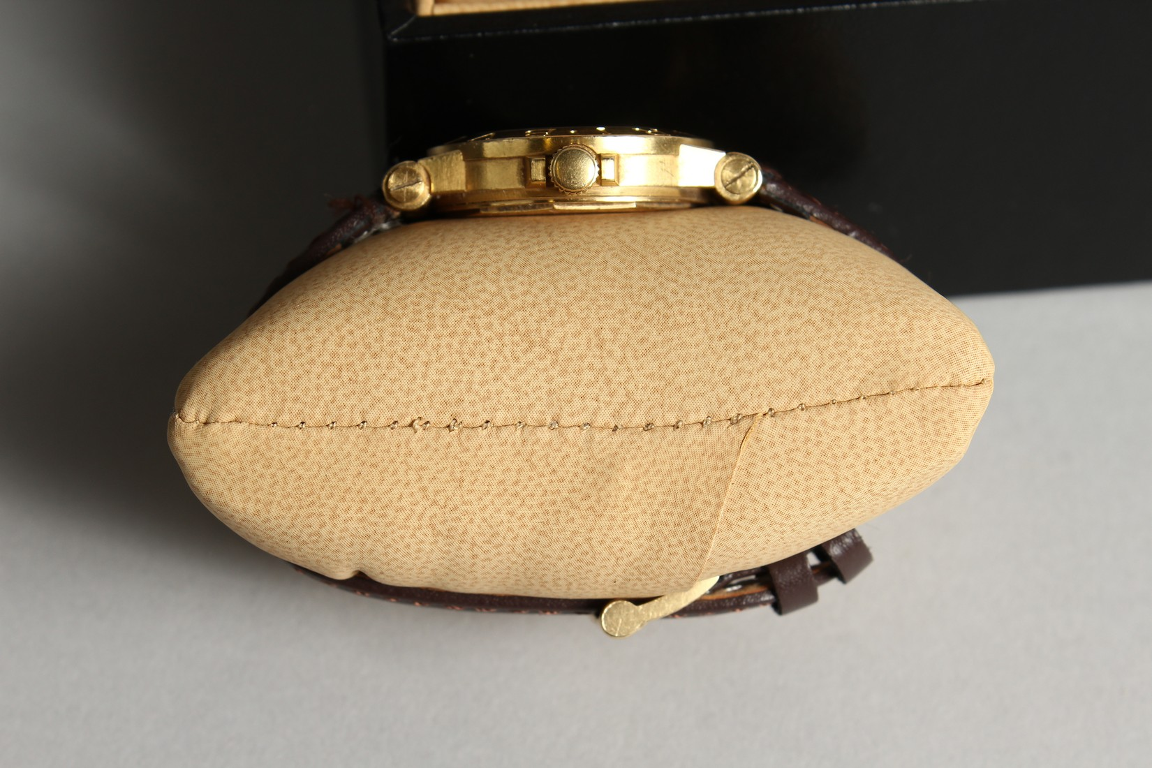 AN 18CT. GOLD BULGARI WRIST WATCH with leather strap, in original box. - Image 8 of 10