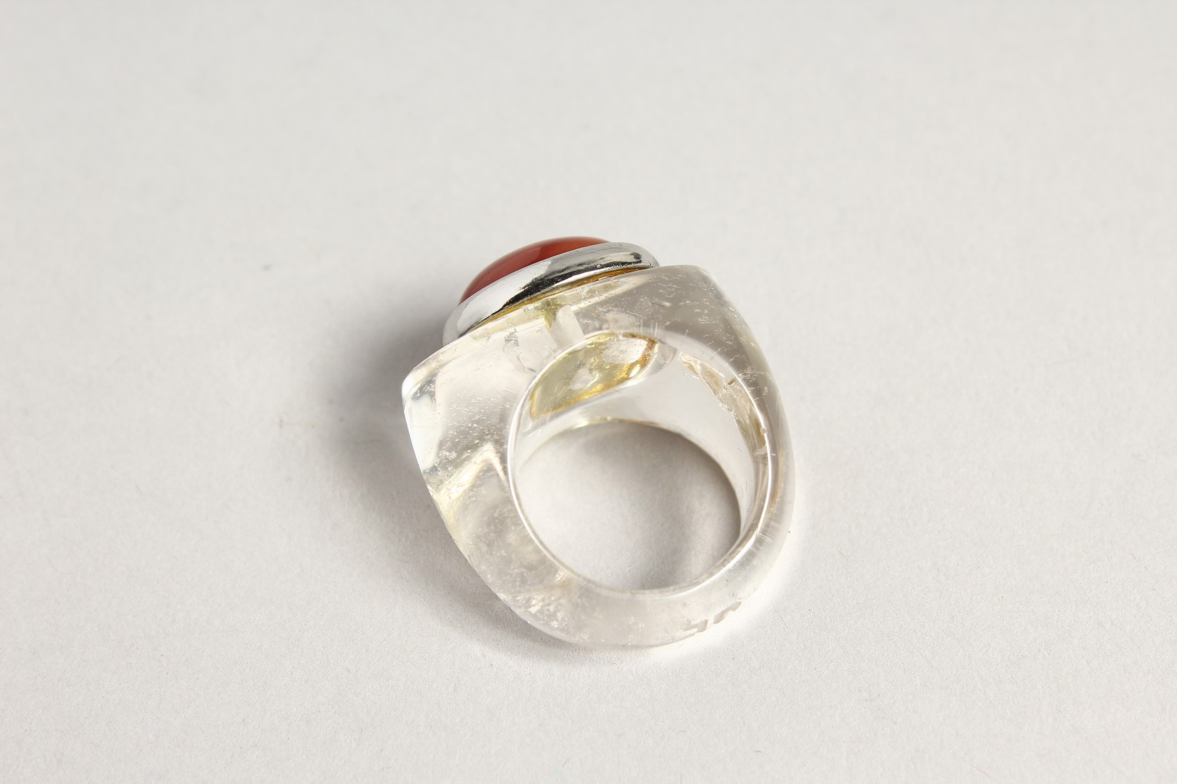 A RED STONE DESIGNER RING - Image 2 of 2