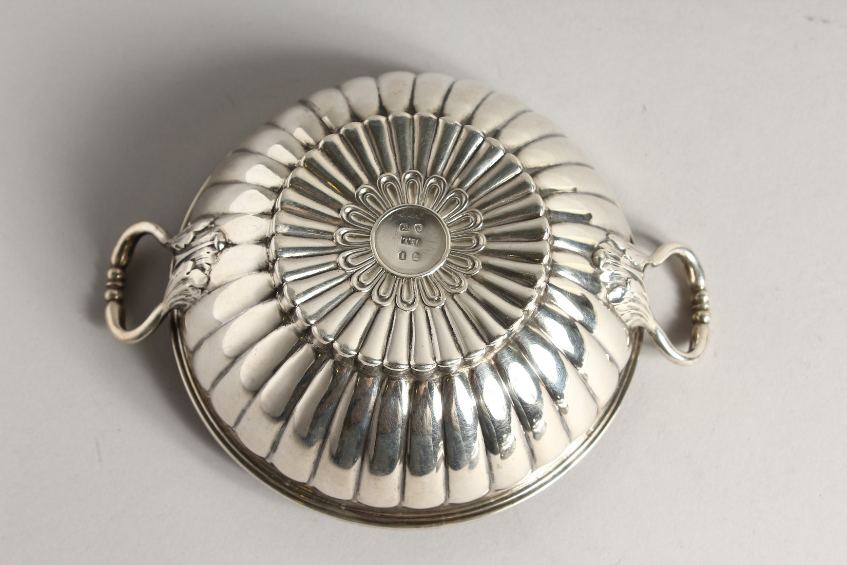 A GEORGE II SILVER CIRCULAR TWO HANDLED ECULLE and cover with fluted decorations. 5.5ins diameter - Image 6 of 7
