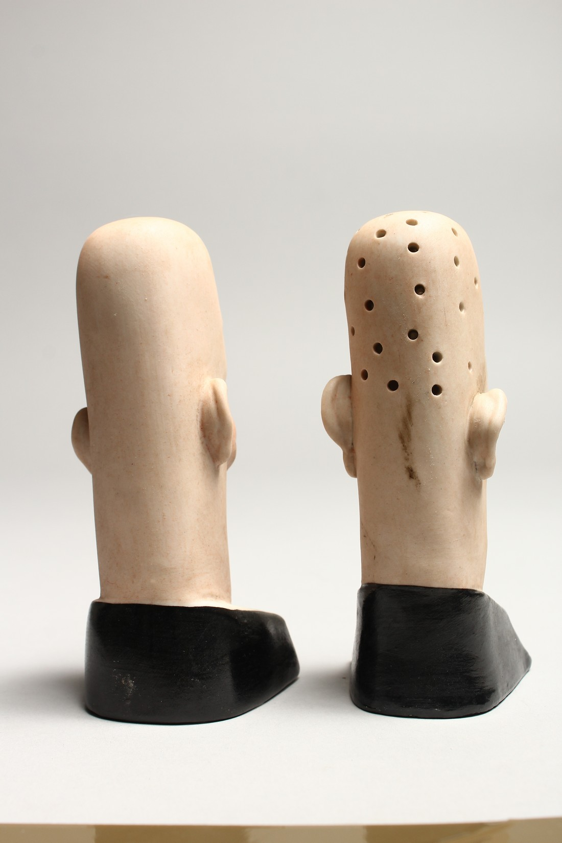 A PAIR OF POTTERY MEN'S HEADS ASHTRAYS. 5in high. - Image 3 of 5
