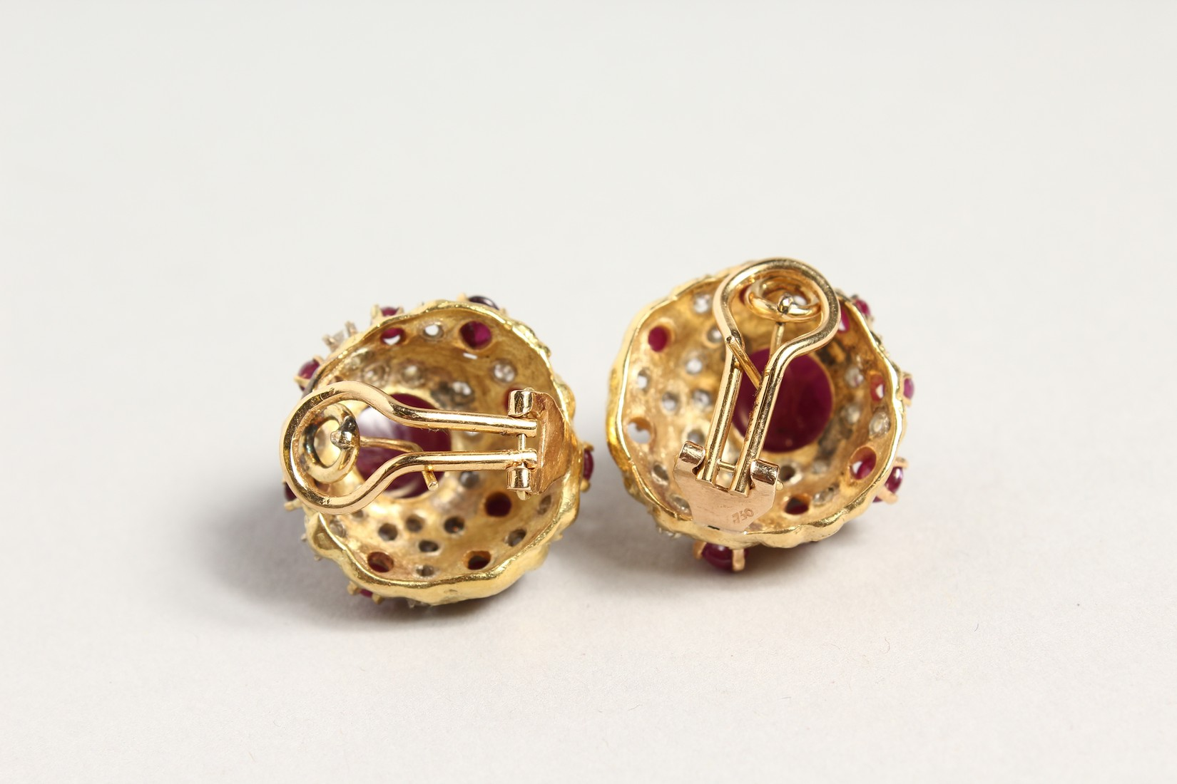 A SUPERB PAIR OF 18CT GOLD CARBOUCHON RUBY AND DIAMOND CLIP EARRINGS. - Image 4 of 4