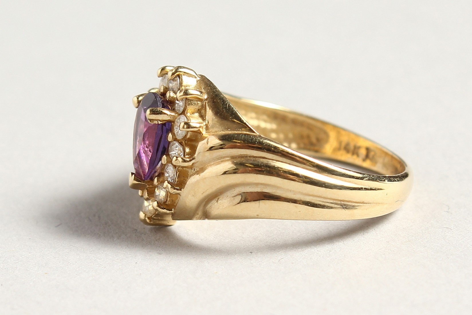 A 14CT GOLD, AMETHYST AND DIAMOND TEAR DROP RING - Image 2 of 4