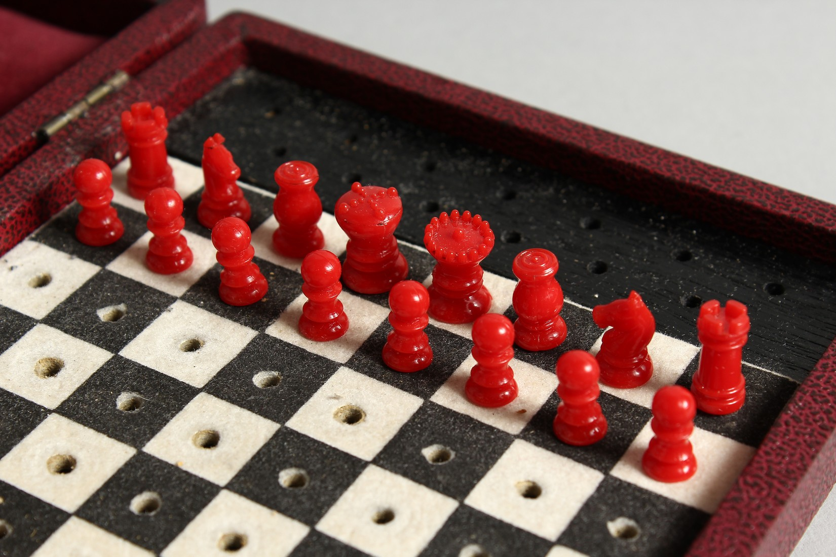 A TRAVELLING CHESS SET - Image 2 of 6