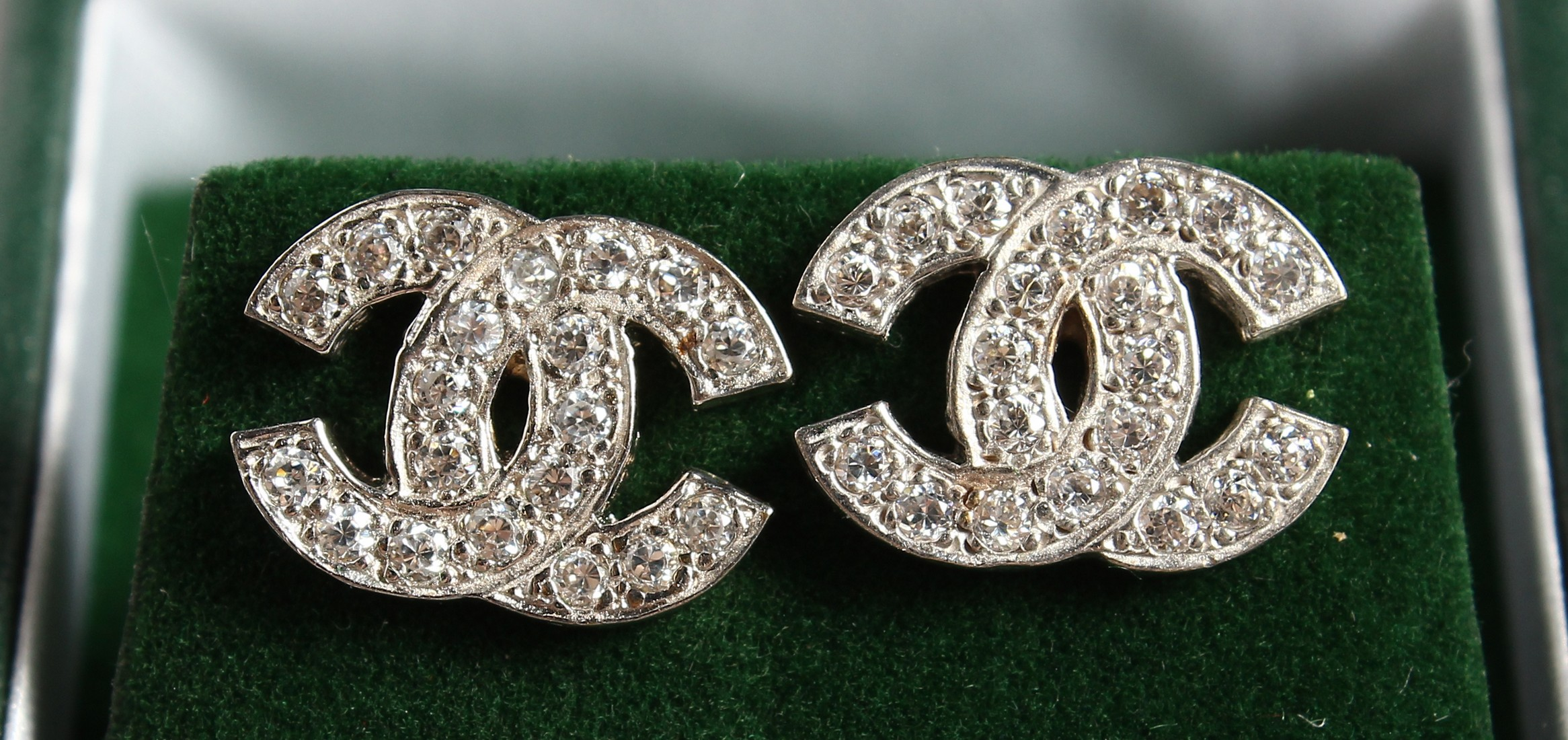 A PAIR OF 9CT GOLD CC ZIRCON SET EARRINGS.