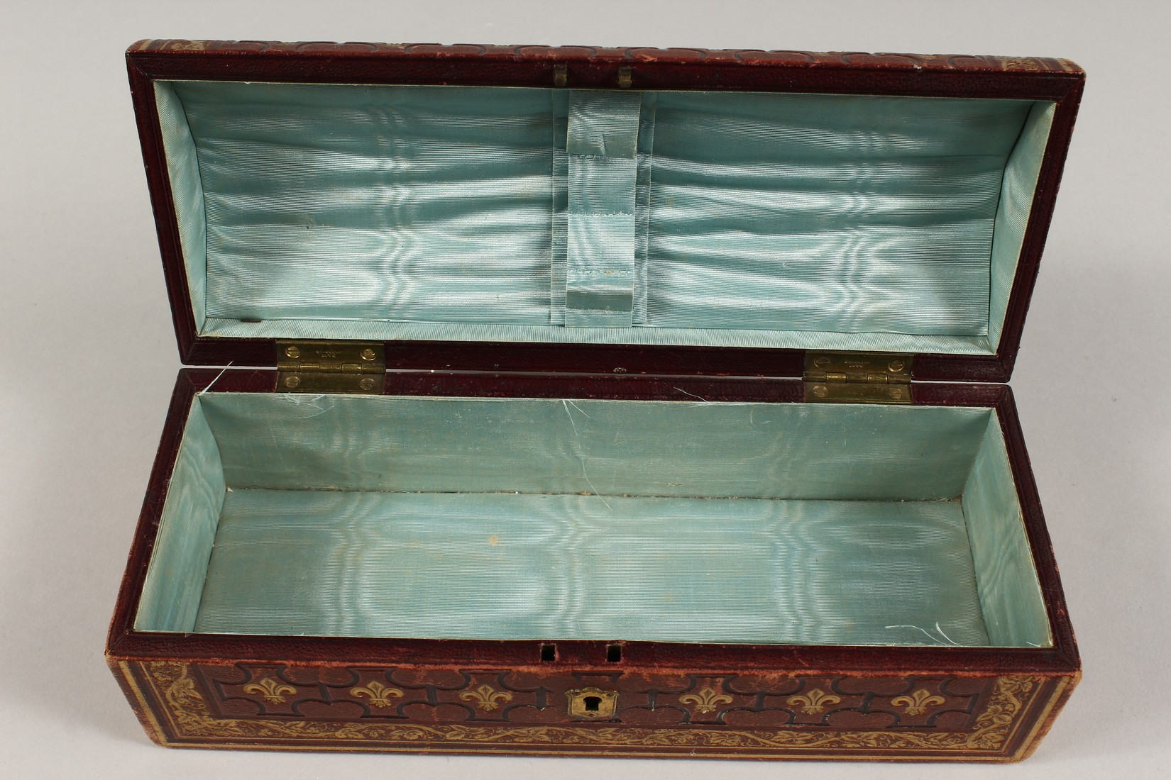 A FRENCH FLEUR D LYS DOMED LEATHER BOX 9.5ins long - Image 5 of 5